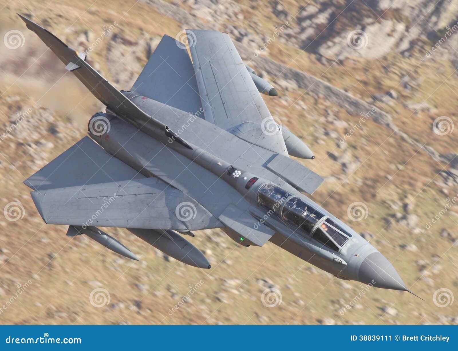 Aereo Da Guerra Caccia : Aereo da caccia spazzato di tornado fotografia stock