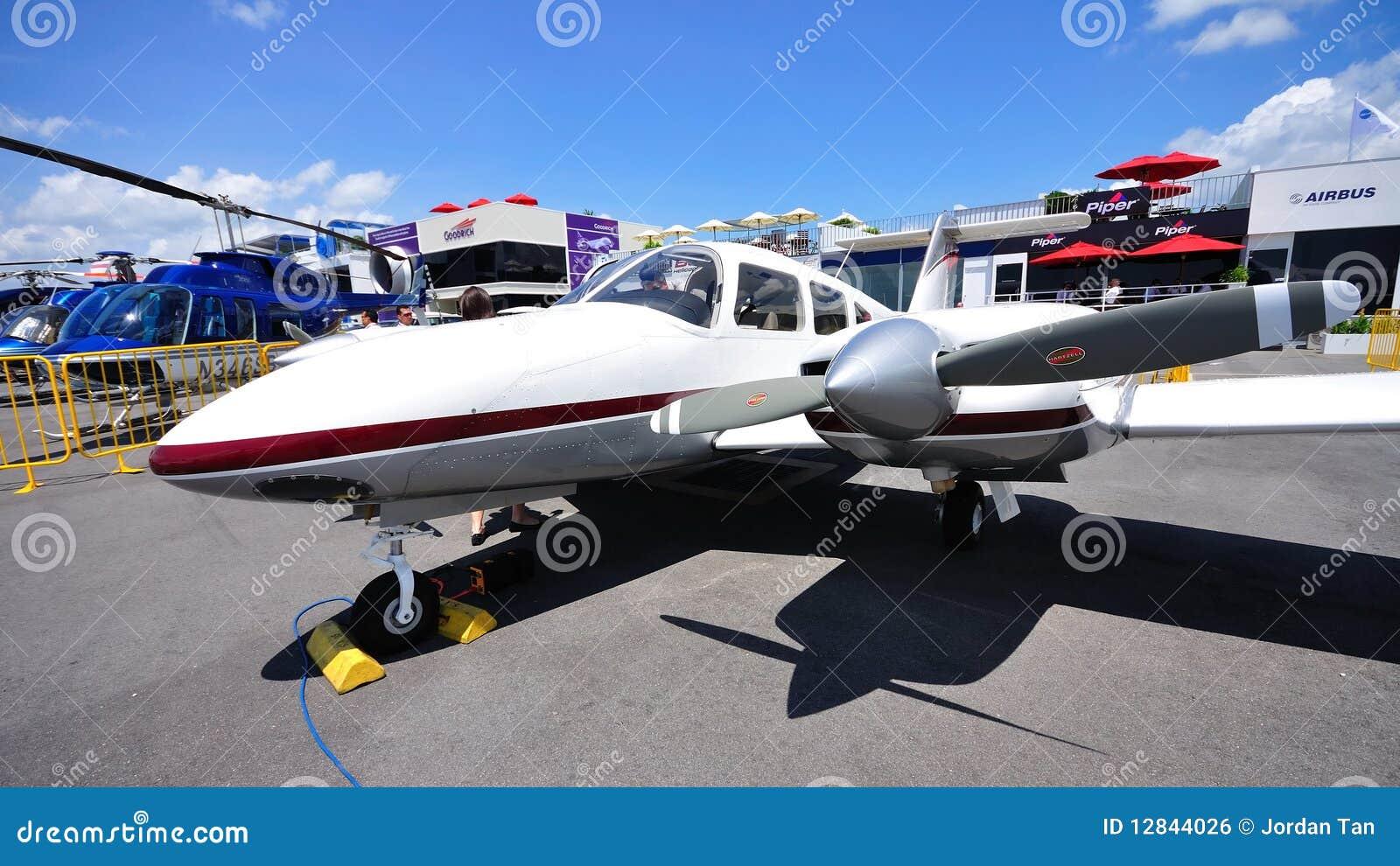 Aereo Privato Affitto : Aereo privato dell elica gemellare a singapore airshow
