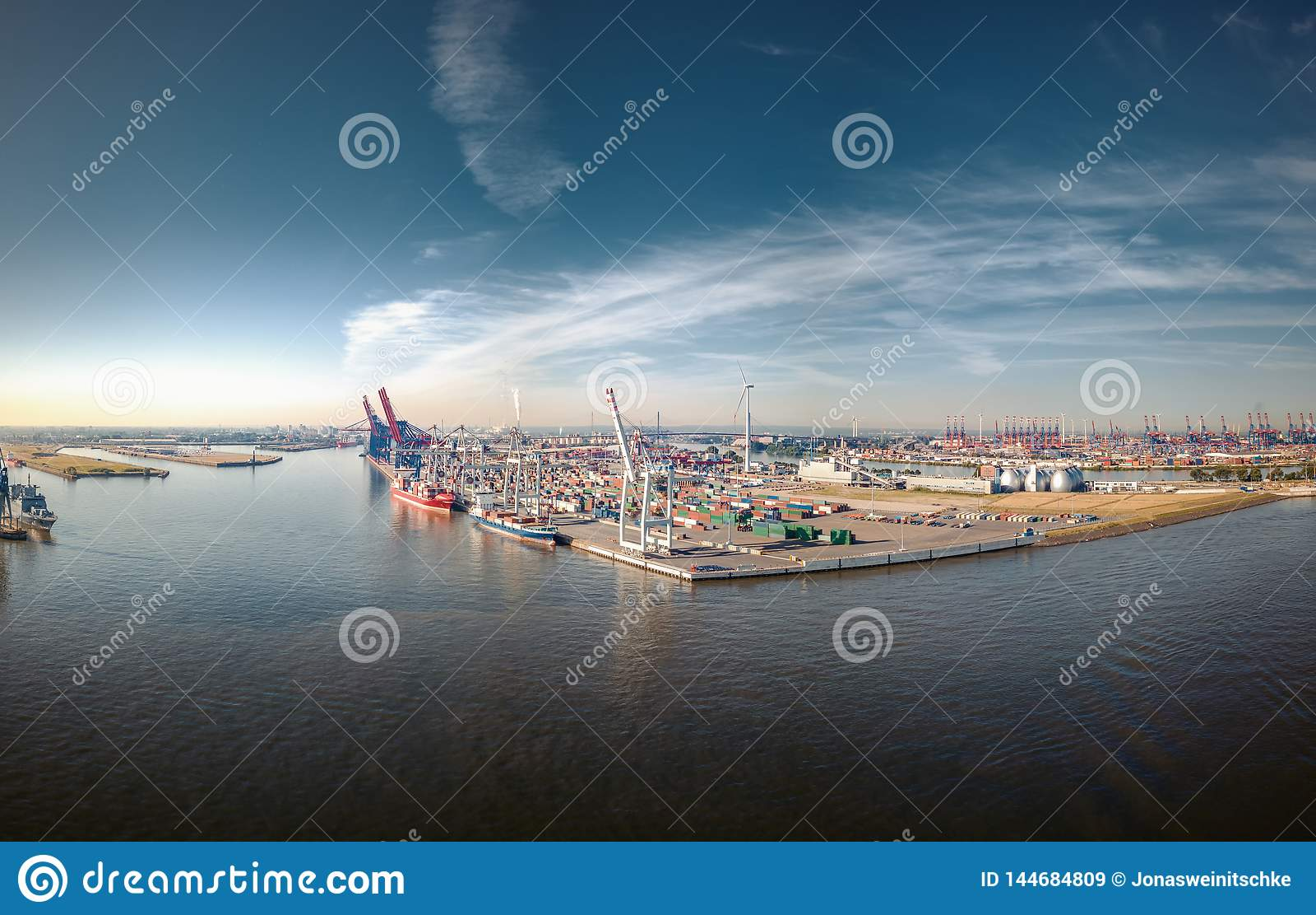 Aerialview en puerto de Hamburgo