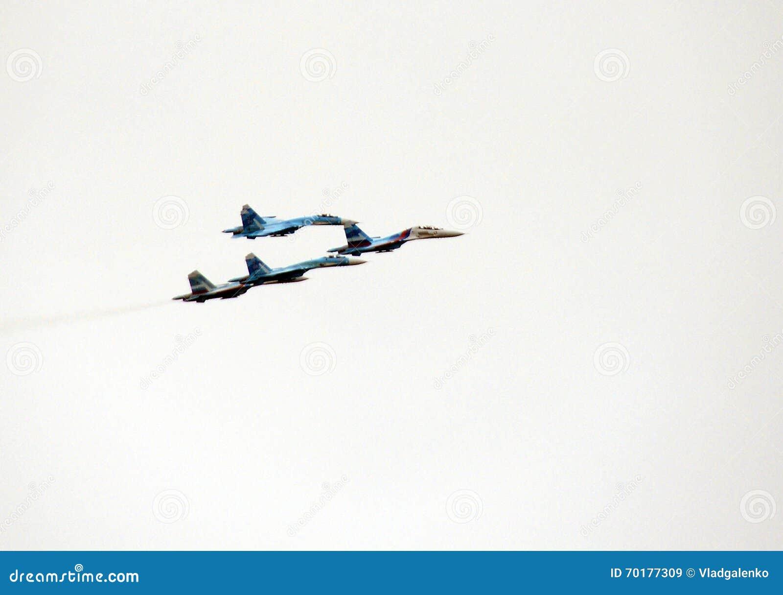 Aerobatic lagFalcons av Ryssland på nivåer Su-27