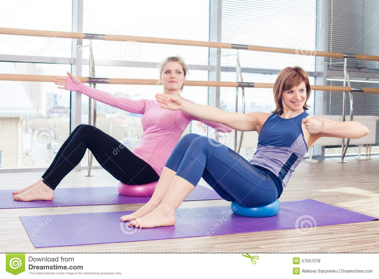 Aerobics pilates personal trainer helping women stock for Gimnasio pilates