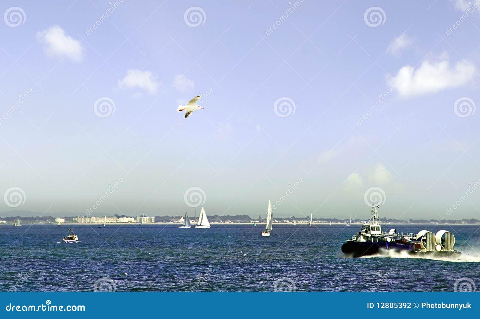 Aerodeslizador que sae da ilha do Wight