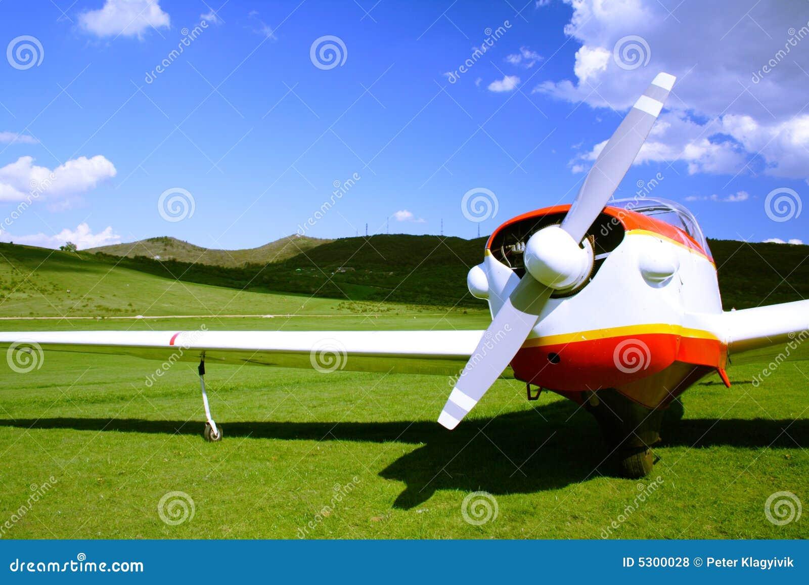 Download Aeroplano fotografia stock. Immagine di velivolo, orizzonte - 5300028