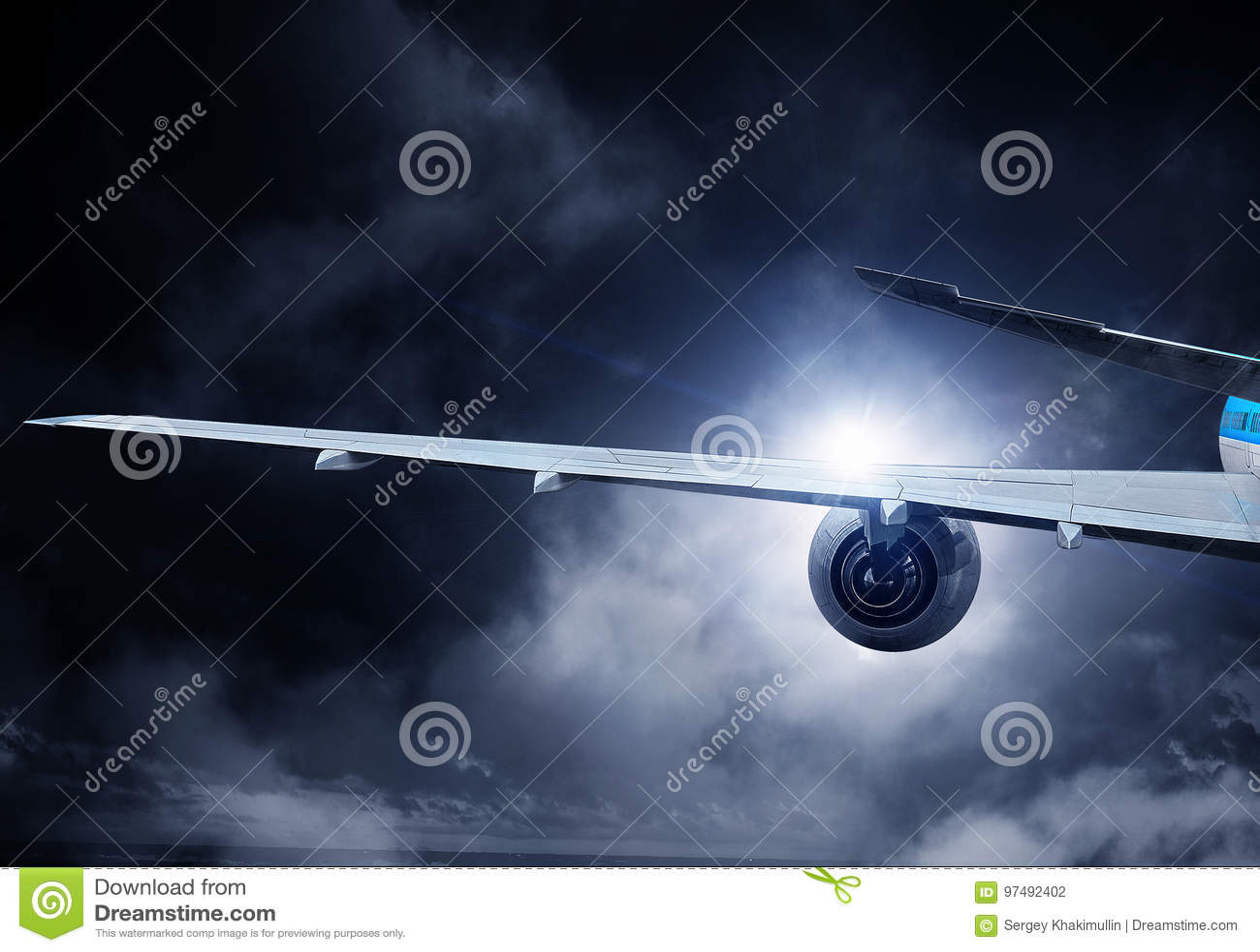 Aeroplano alto in cielo Media misti