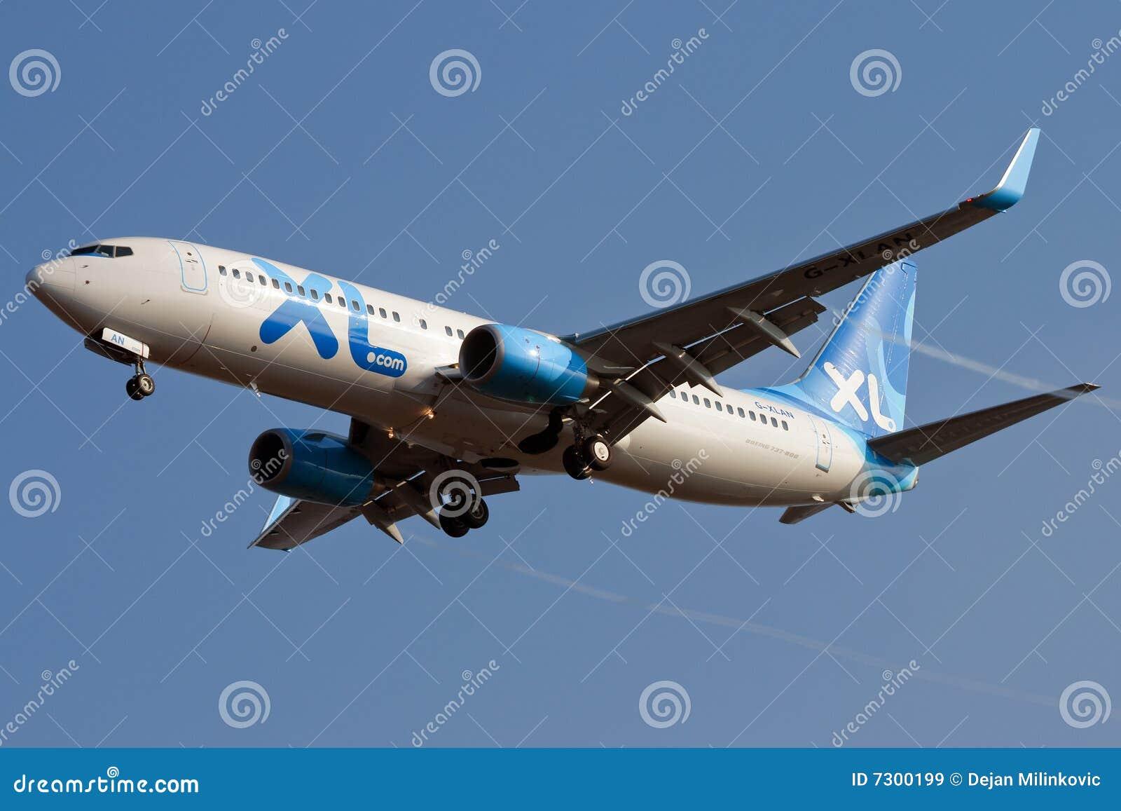 Aeroplano del jet che si avvicina a Rwy