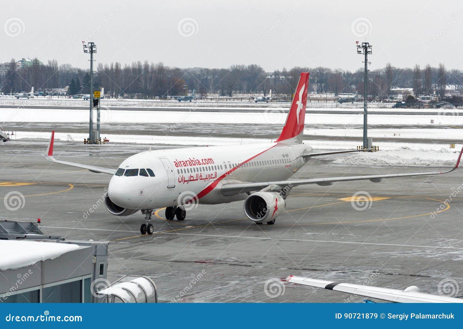 Aeroporto Kiev : Aeroplano di air arabia nell aeroporto di boryspil kiev ucraina