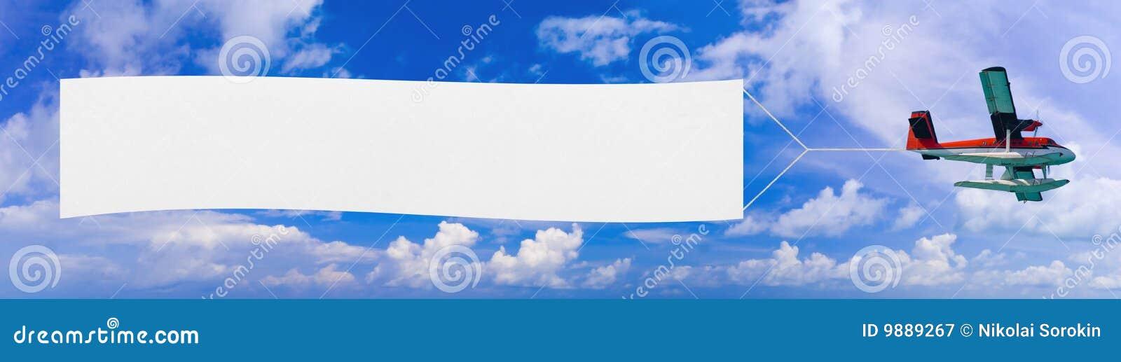 Aeroplano e bandiera di volo
