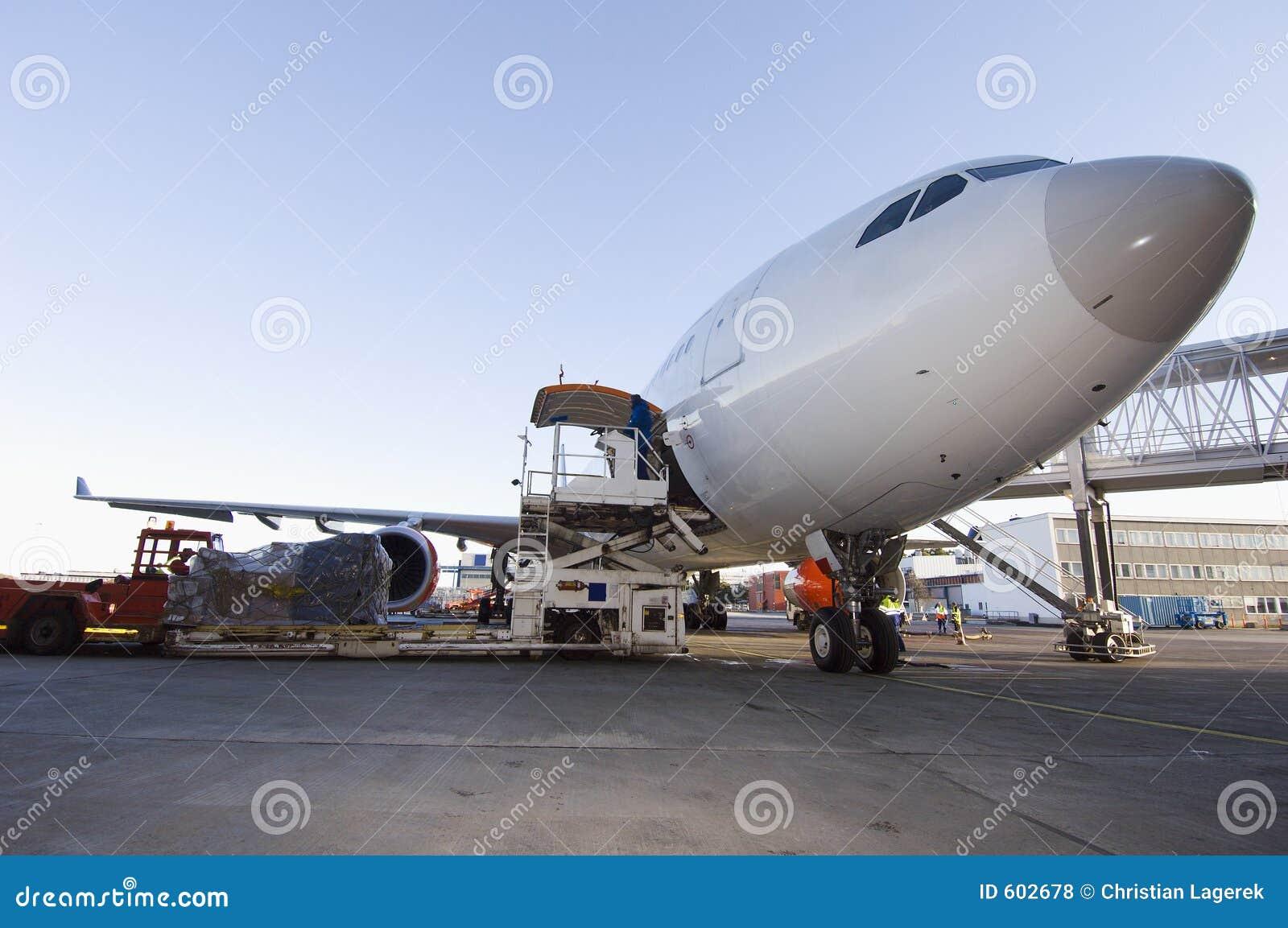 Aeroplano que es cargado
