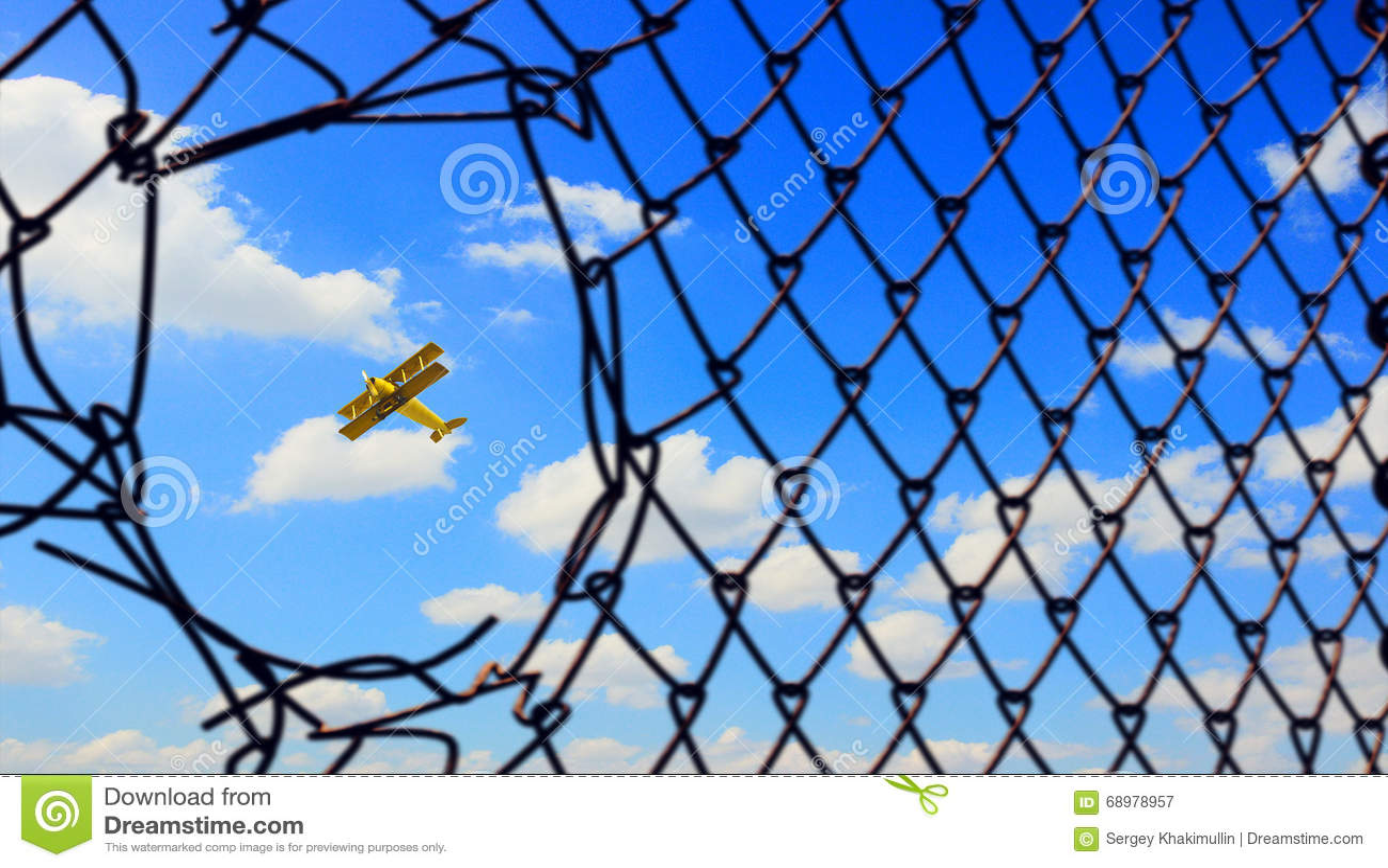 Aeroplano retro en cielo