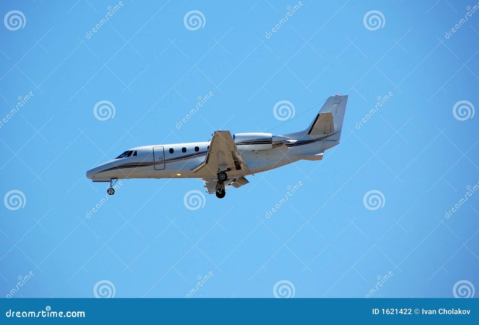 Jet Privato Lussuoso : Aeroporto d avvicinamento del jet privato lussuoso fotografia