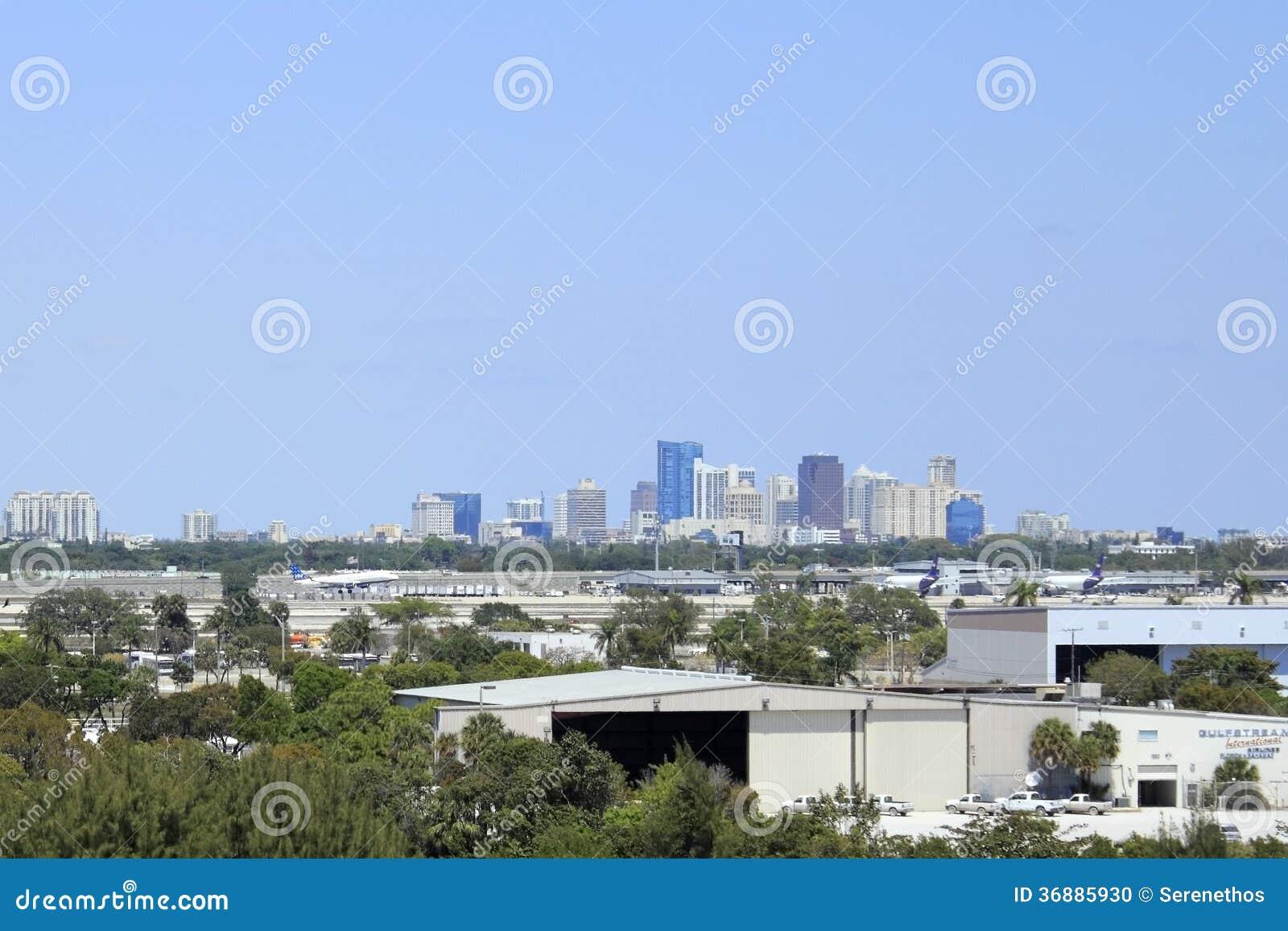 Download Aeroporto Davanti Al Ft Del Centro Lauderdale Immagine Editoriale - Immagine di front, movimento: 36885930