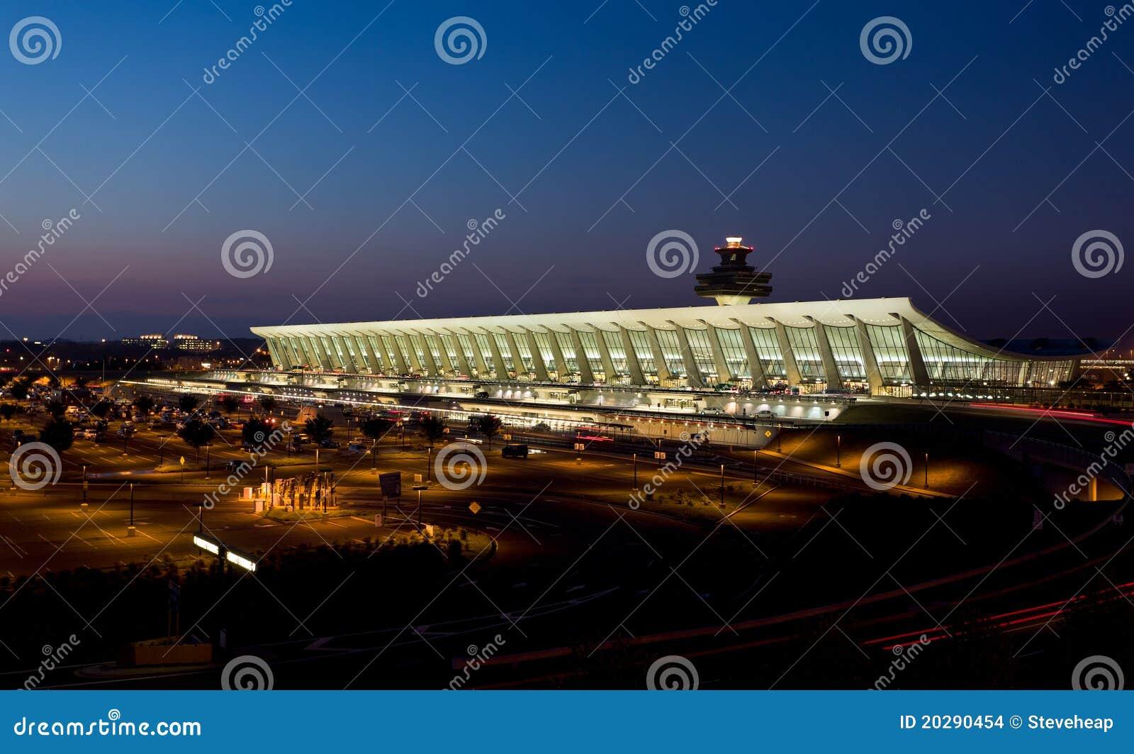 Aeroporto Washington : Aeroporto de dulles no alvorecer perto do washington dc