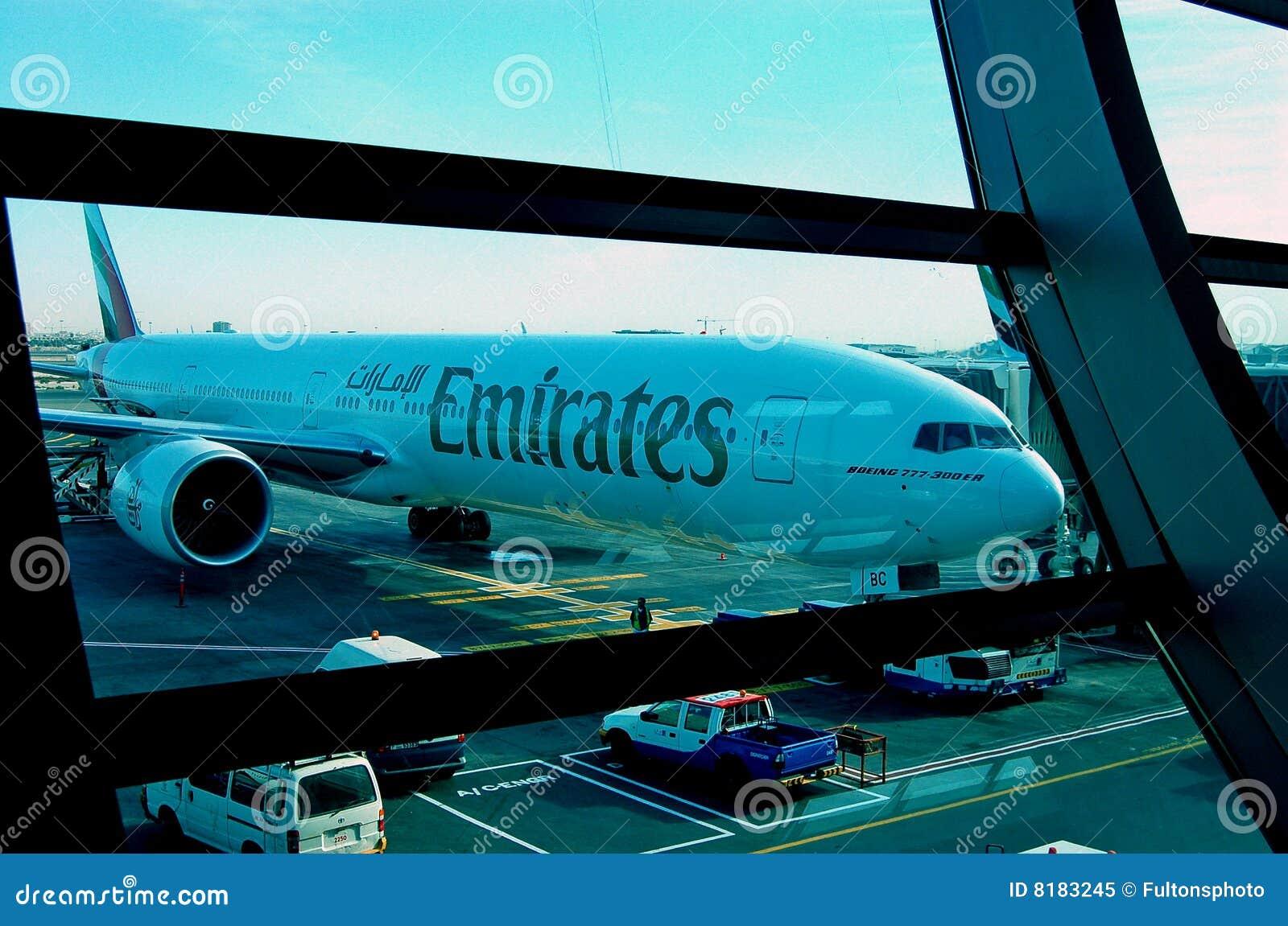 Aeroporto del Boeing 777-300ER Doubai degli emirati
