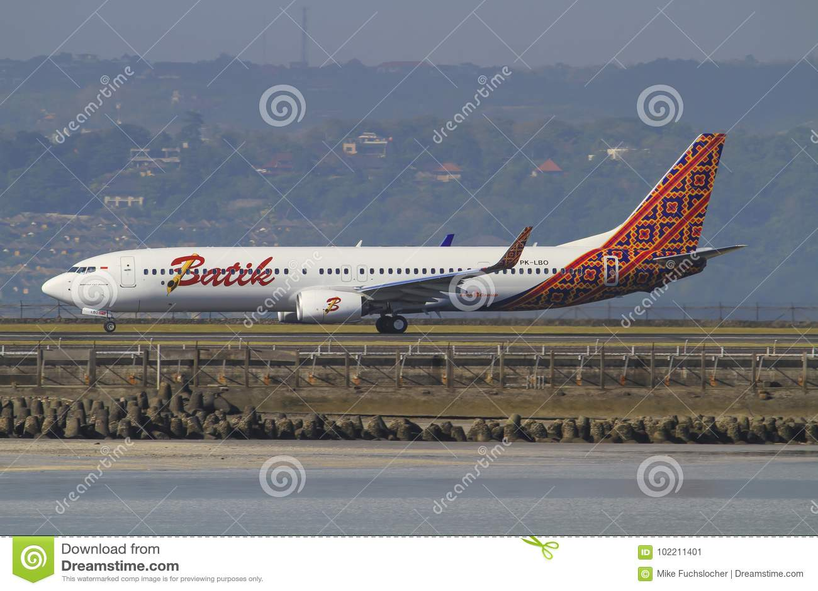 Aeroporto Bali : Aeroporto di bali fotografia editoriale immagine di boeing