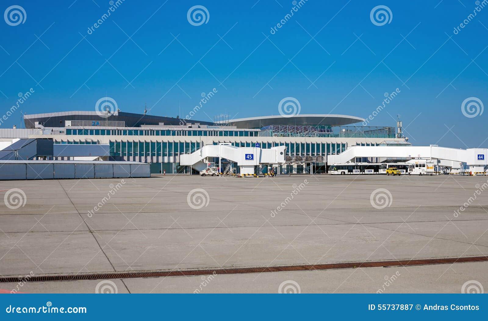Aeroporto Budapest : Aeroporto di budapest germoglio fotografia editoriale