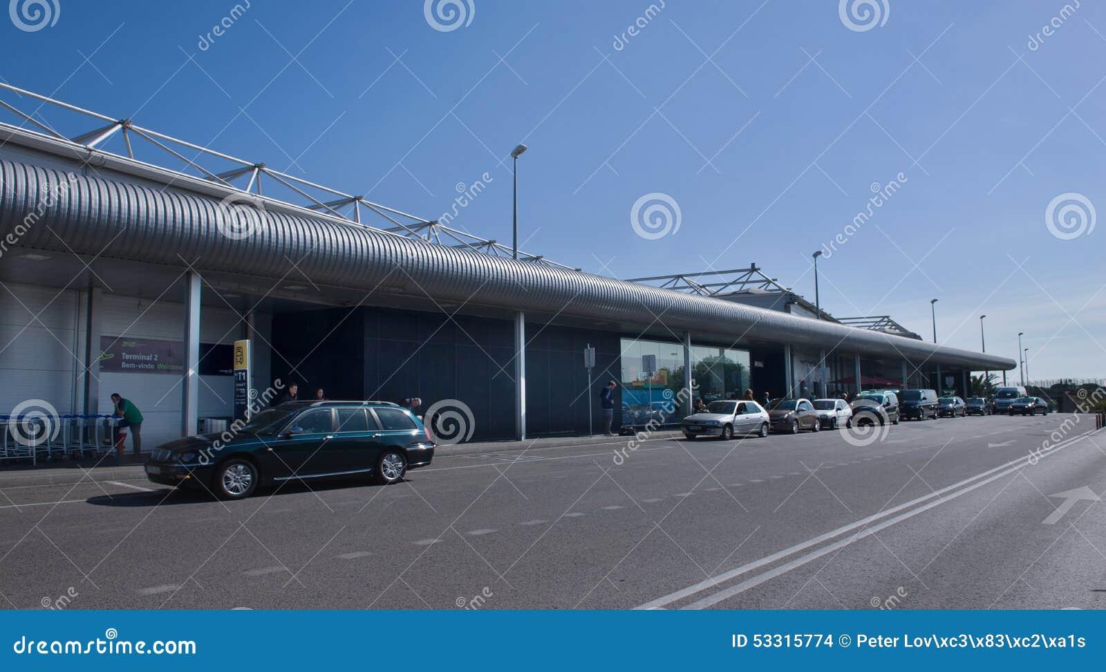Aeroporto Lisbona : Aeroporto di lisbona terminale immagine stock
