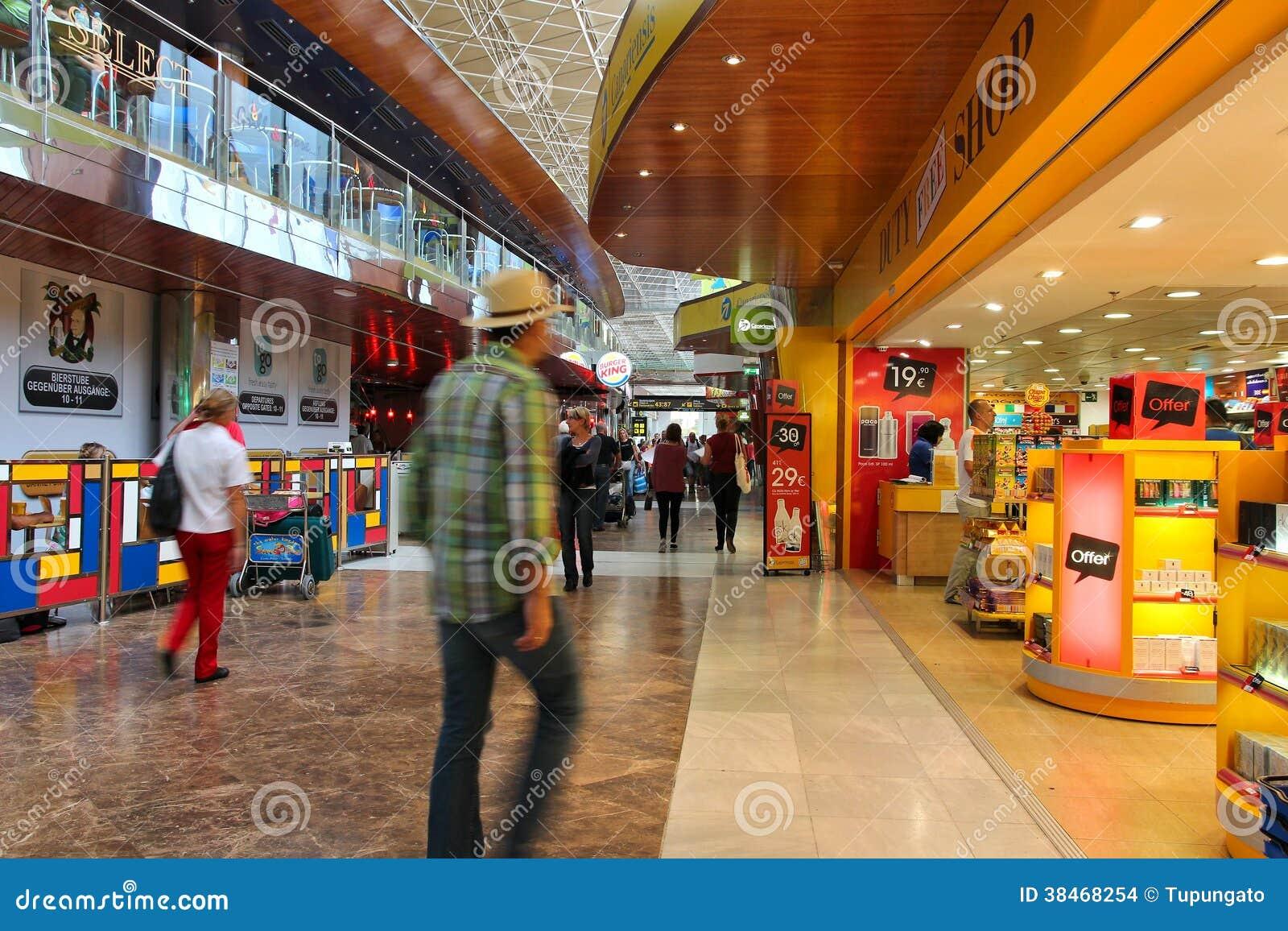 Aeroporto tenerife del sud immagine stock editoriale for Interno delle piantagioni del sud