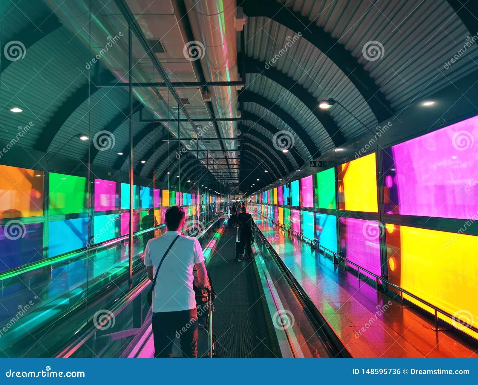 Aeroporto variopinto a Madrid Spagna