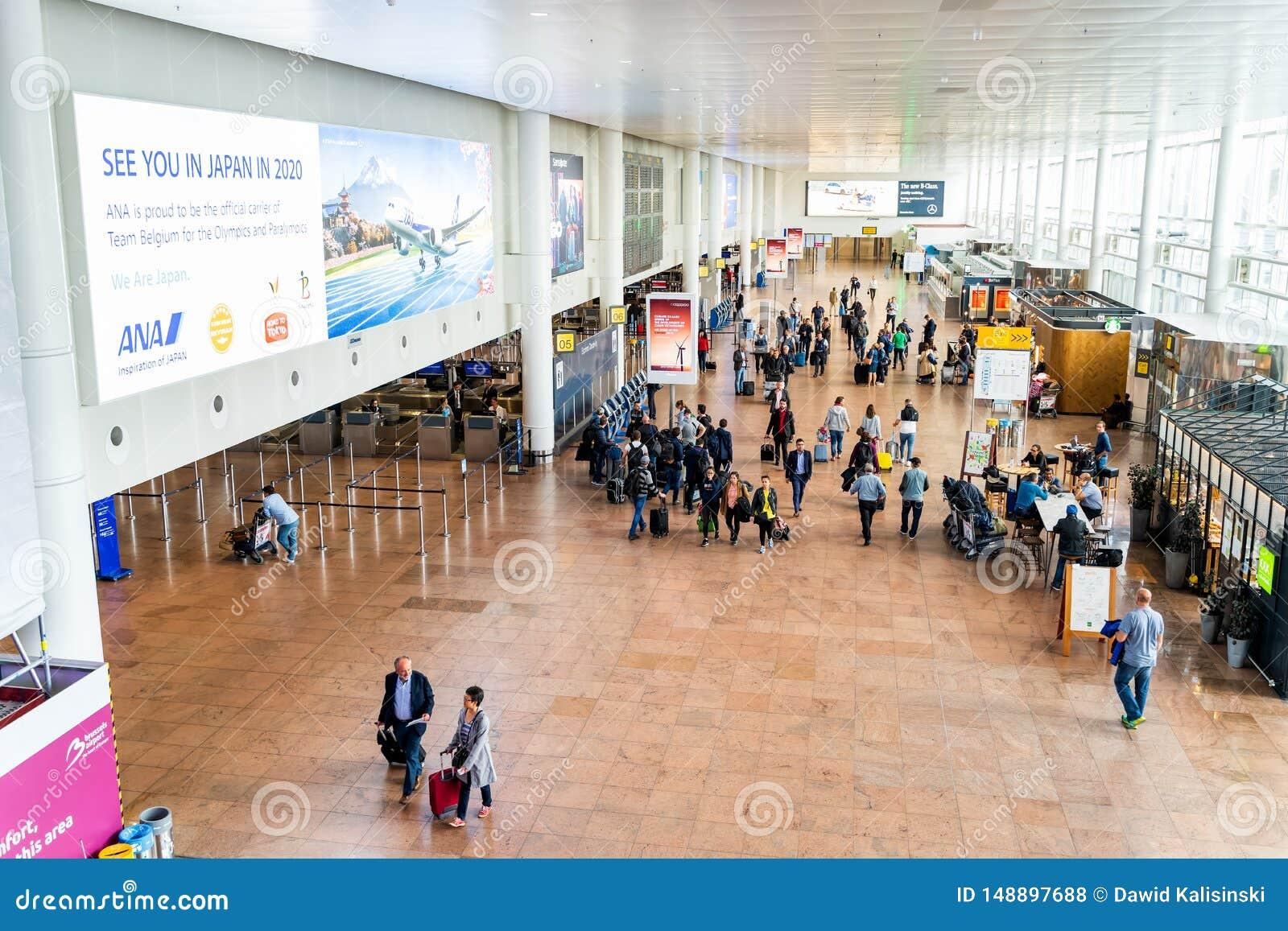 Aeropuerto de Bruselas, B?lgica, mayo de 2019 Bruselas, incorporaci?n de la gente para sus vuelos