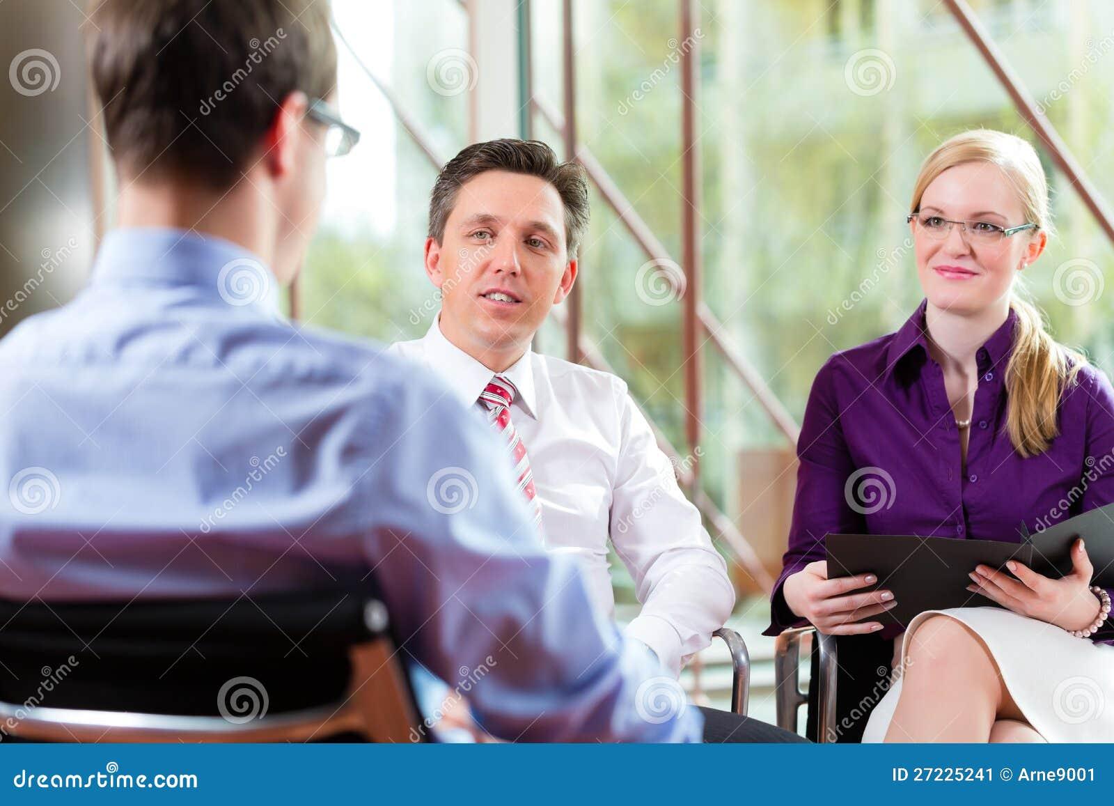 Affär - ung man och vd i jobbintervju
