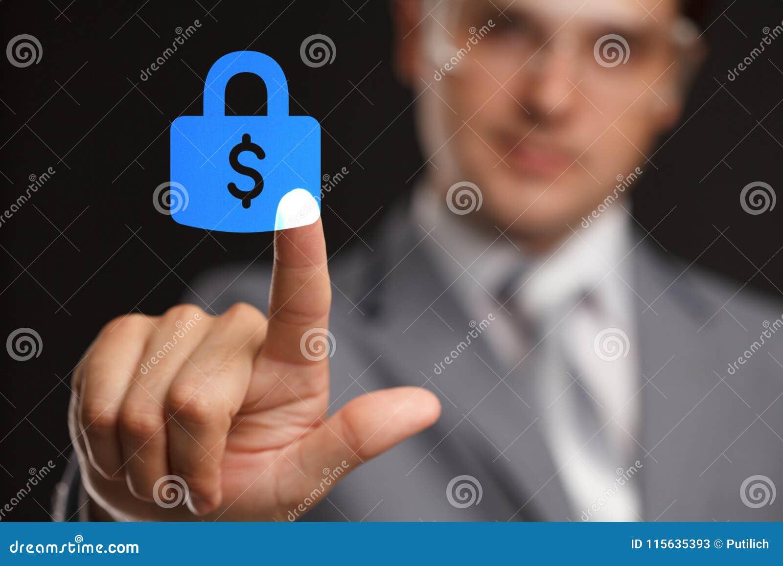 Affärs-, teknologi-, internet- och nätverkandebegrepp - gör trängande säkerhet för affärsmannen pengar att knäppas på faktiska sk
