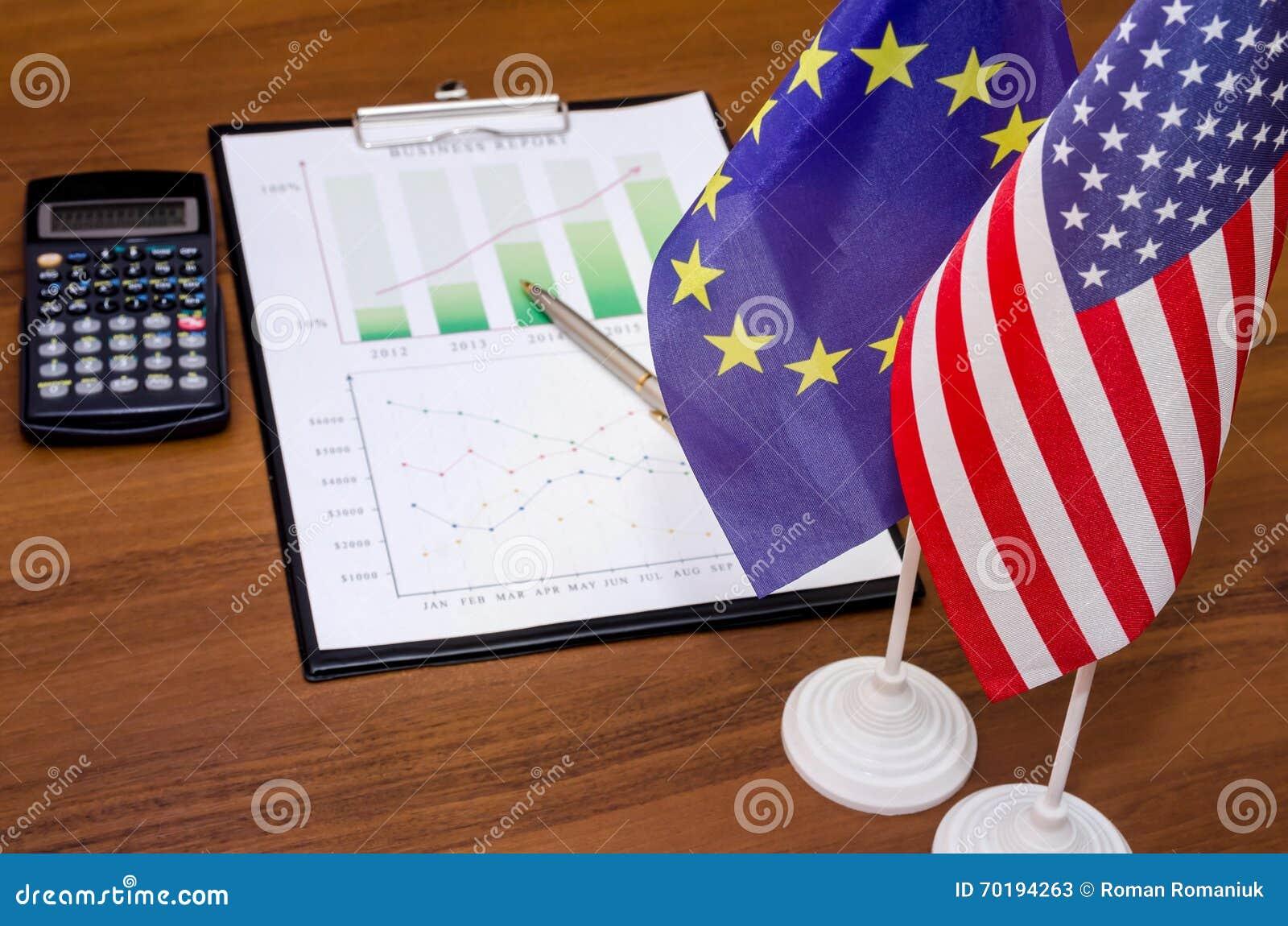 Affärsdiagram med flaggan av Amerika och av Europa