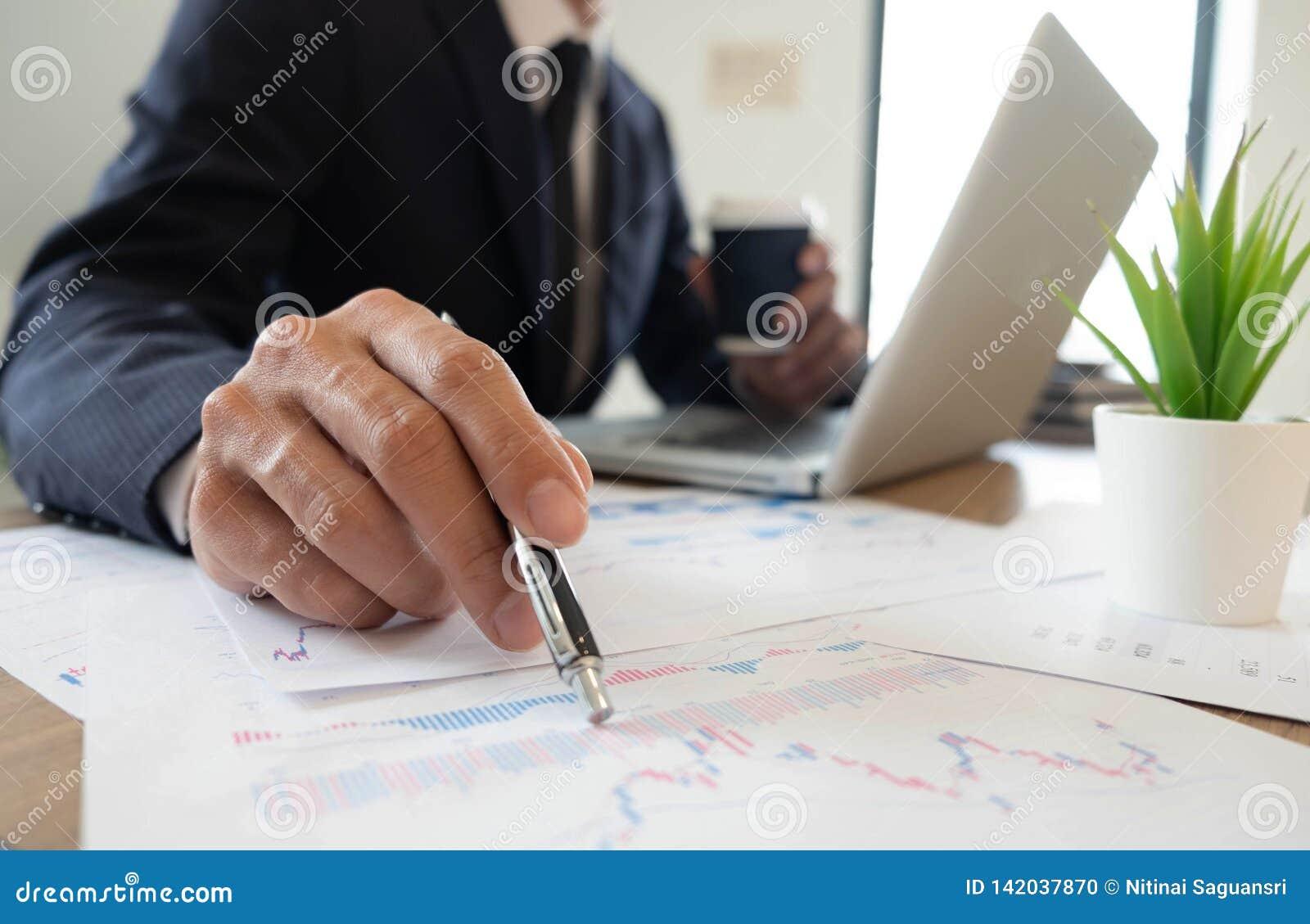 Affärsfinans och att revidera och att redovisa, konsulterande samarbete, konsultation