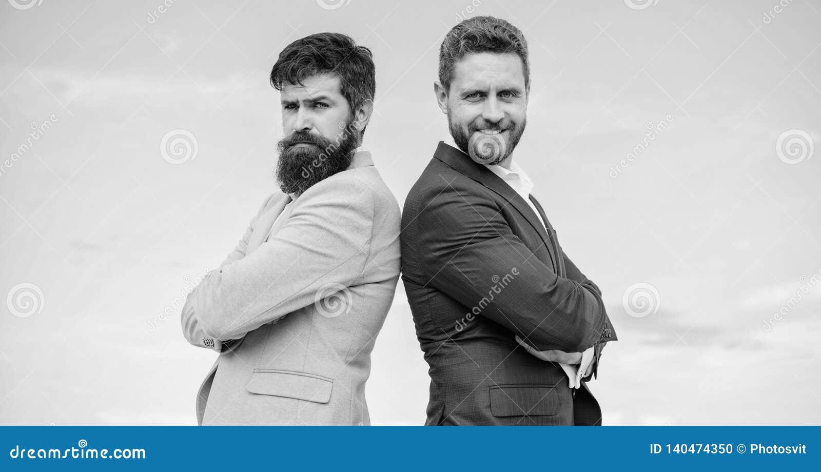 Affärsfolk begrepp Det väl ansade utseendet förbättrar affärsanseendeentreprenören Skäggigt affärsfolk