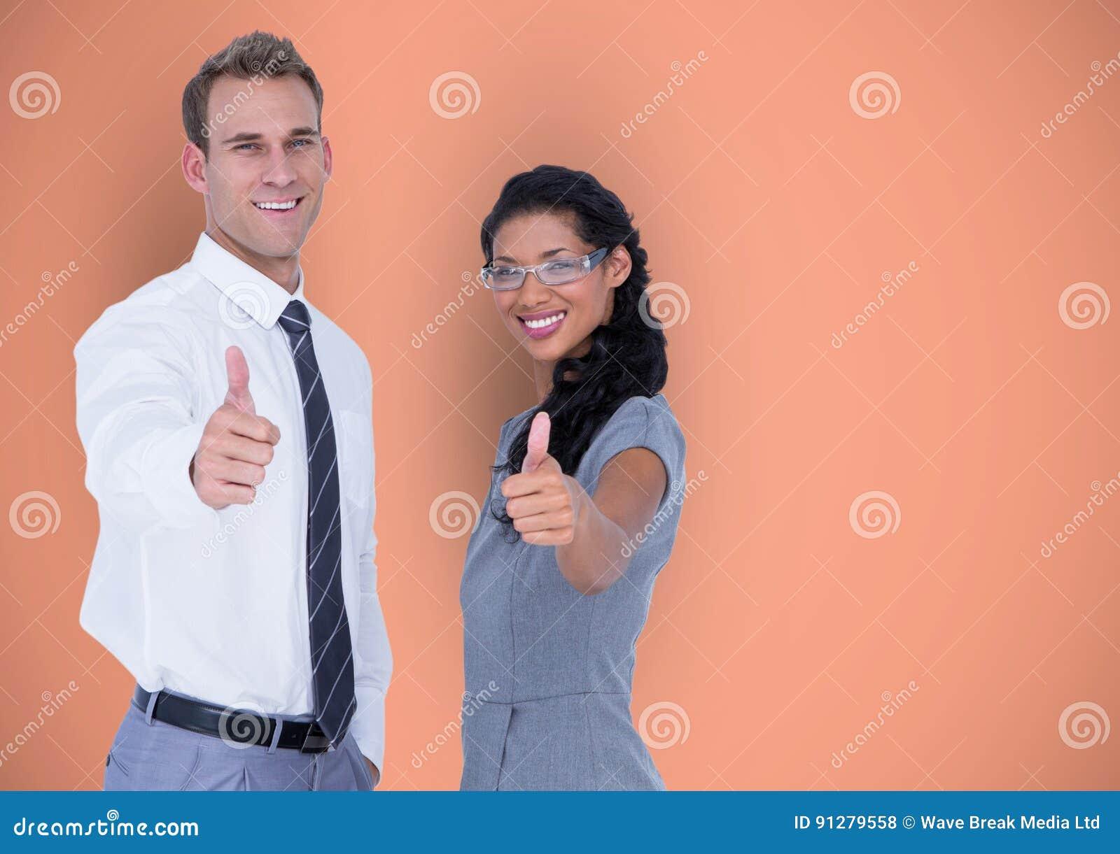 Affärsfolket som visar tummar gör en gest upp
