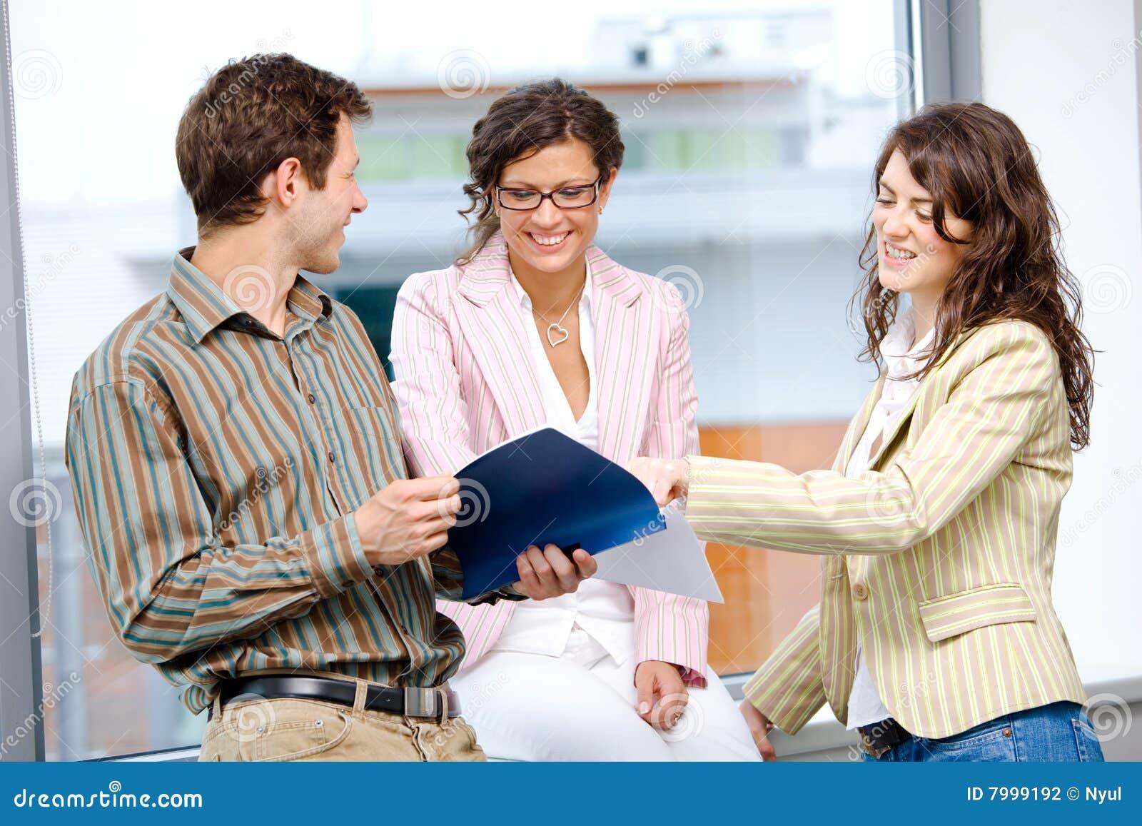 Affärsfolket team att fungera