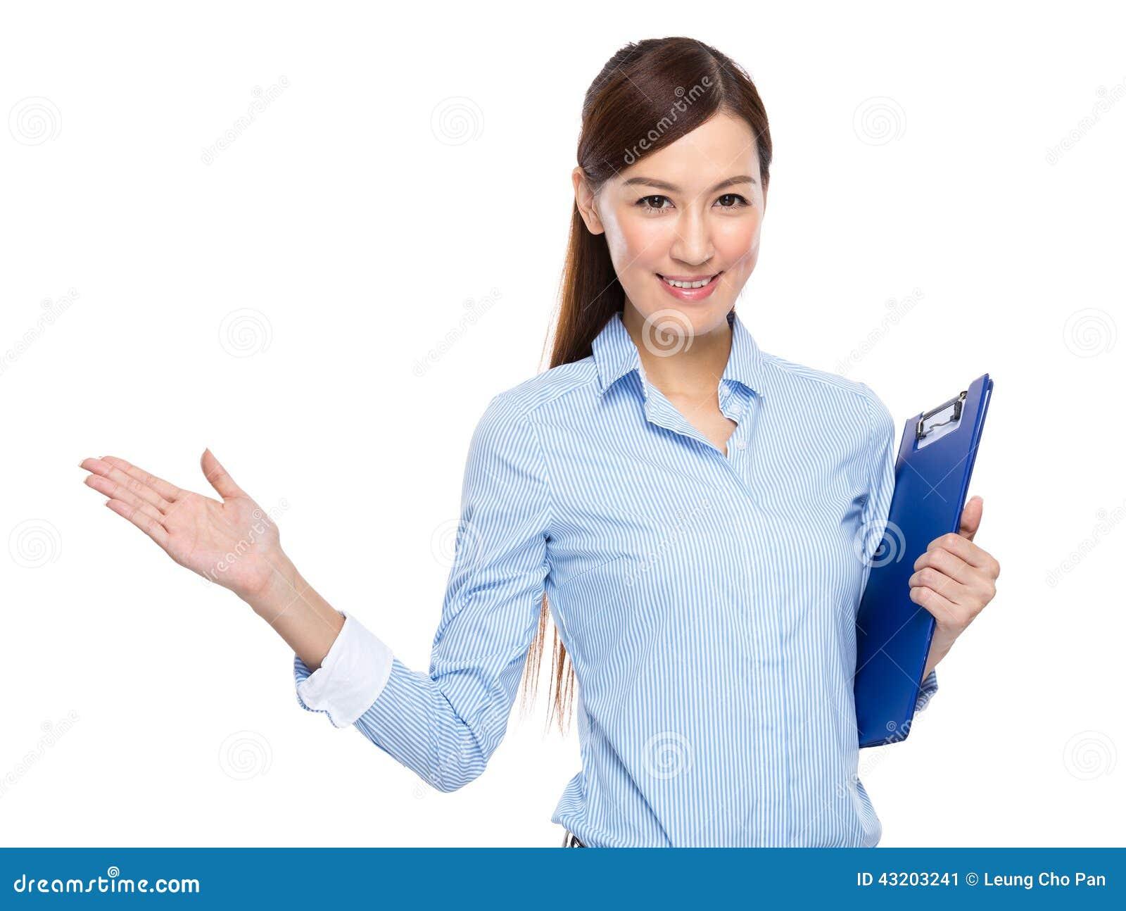 Download Affärskvinnan Med Skrivplattan Och öppnar Handen Gömma I Handflatan Fotografering för Bildbyråer - Bild av hand, ledare: 43203241