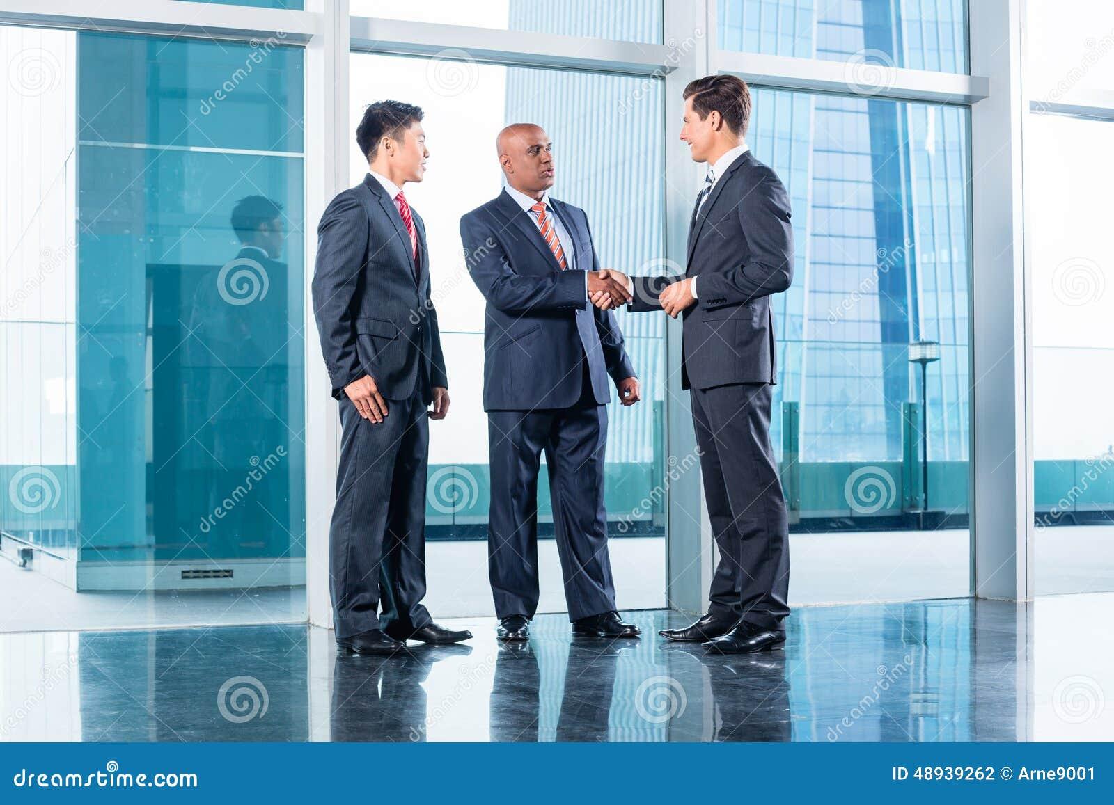 Affärslag som har överenskommelse och handskakningen