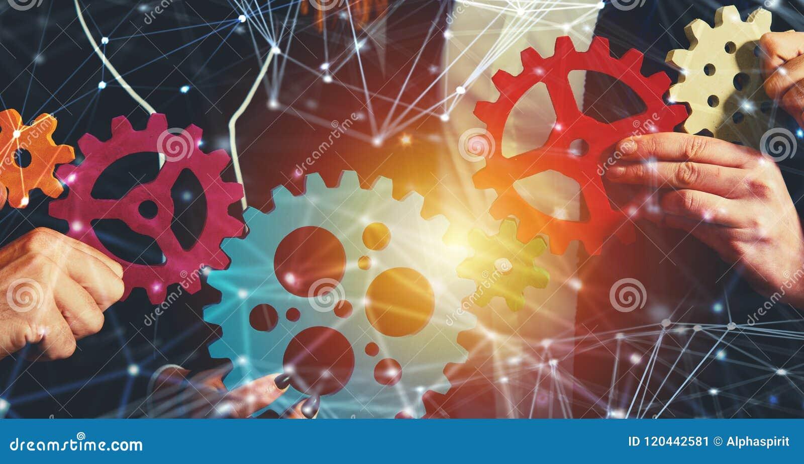 Affärslaget förbinder stycken av kugghjul Teamwork-, partnerskap- och integrationsbegrepp med nätverkseffekt