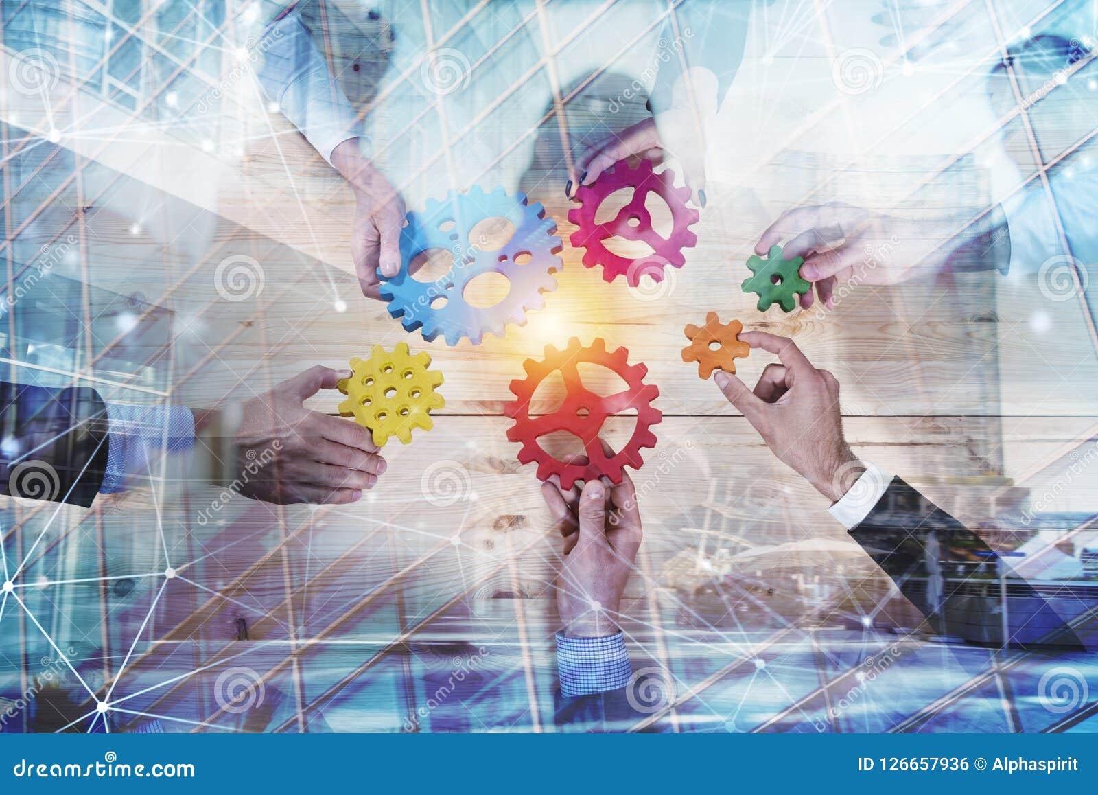 Affärslaget förbinder stycken av kugghjul Teamwork-, partnerskap- och integrationsbegrepp med nätverkseffekt double