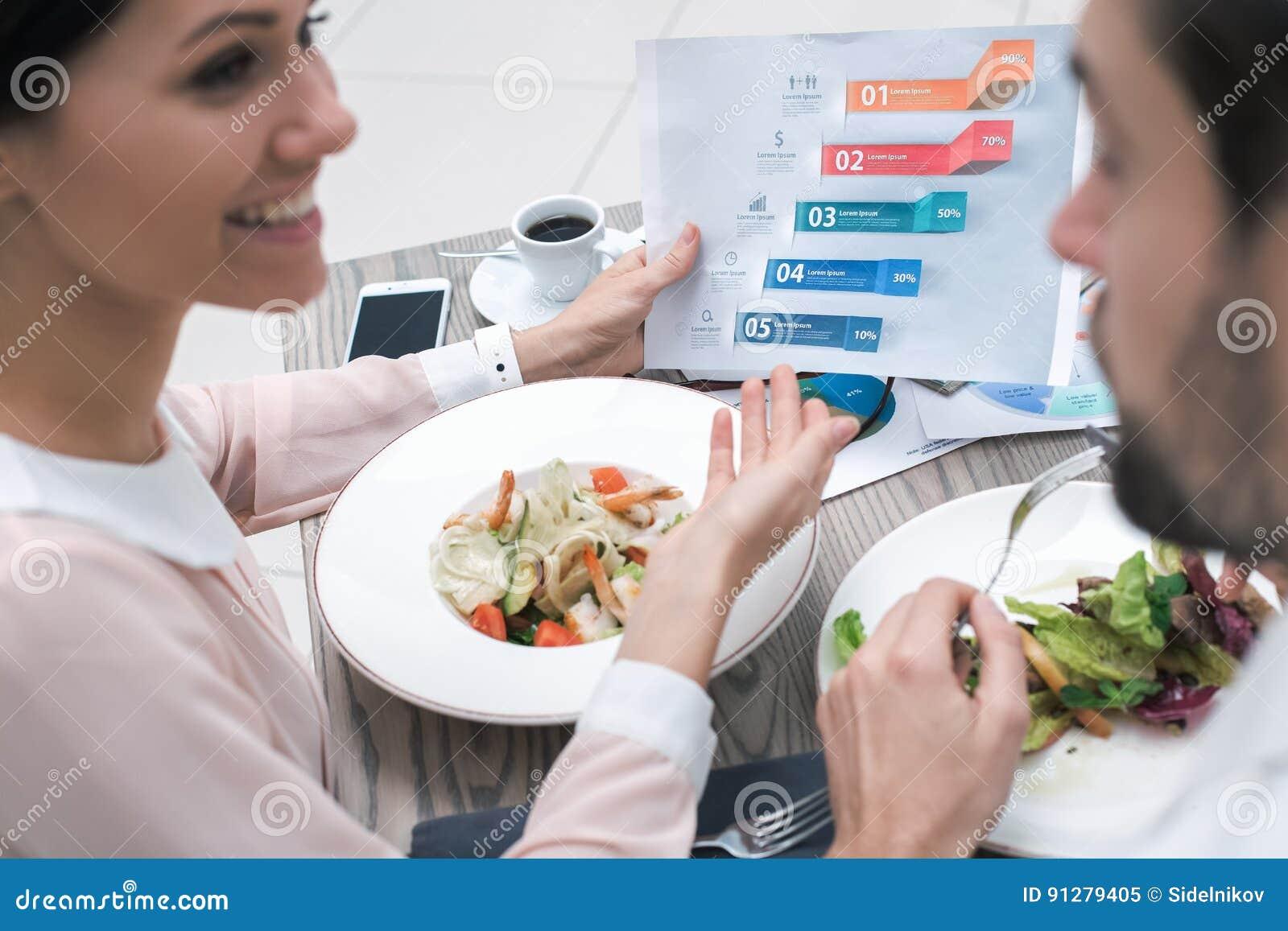 Affärsmöte i lyxig restaurang