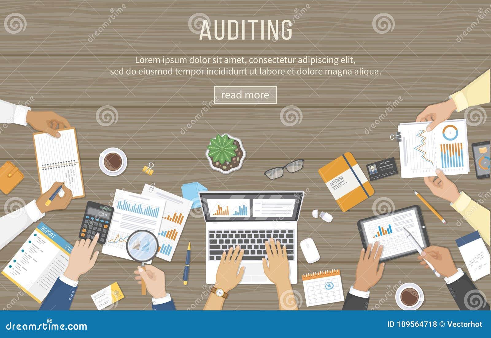 Affärsmöte, revision, dataanalys, anmäla som redovisar Folk på skrivbordet på arbete Människahänder på en tabell med dokument,