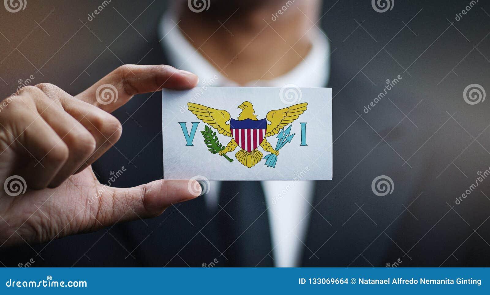 Affärsman Holding Card av den United States Virgin Islands flaggan