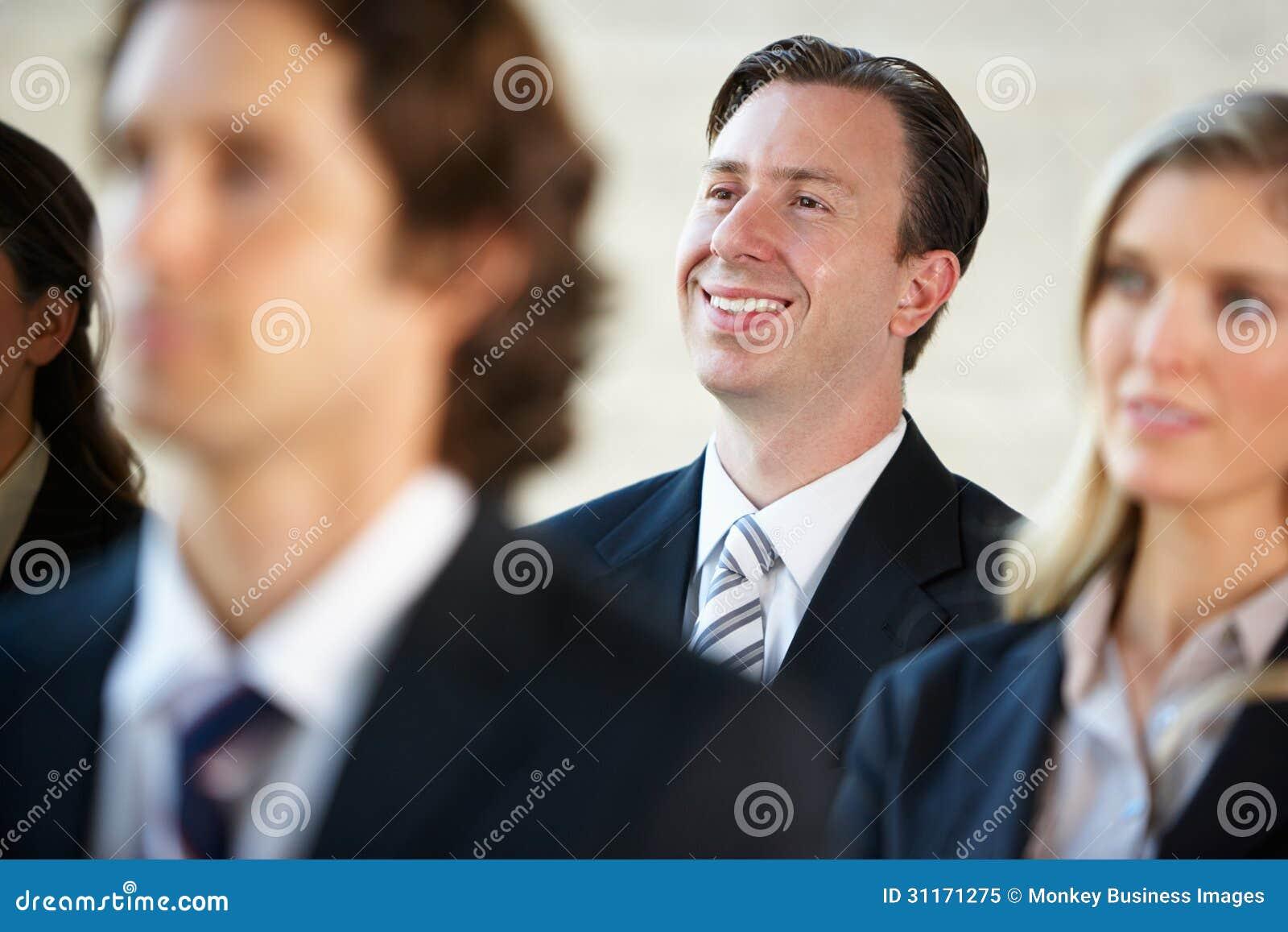 Affärsman Listening To Speaker på konferensen