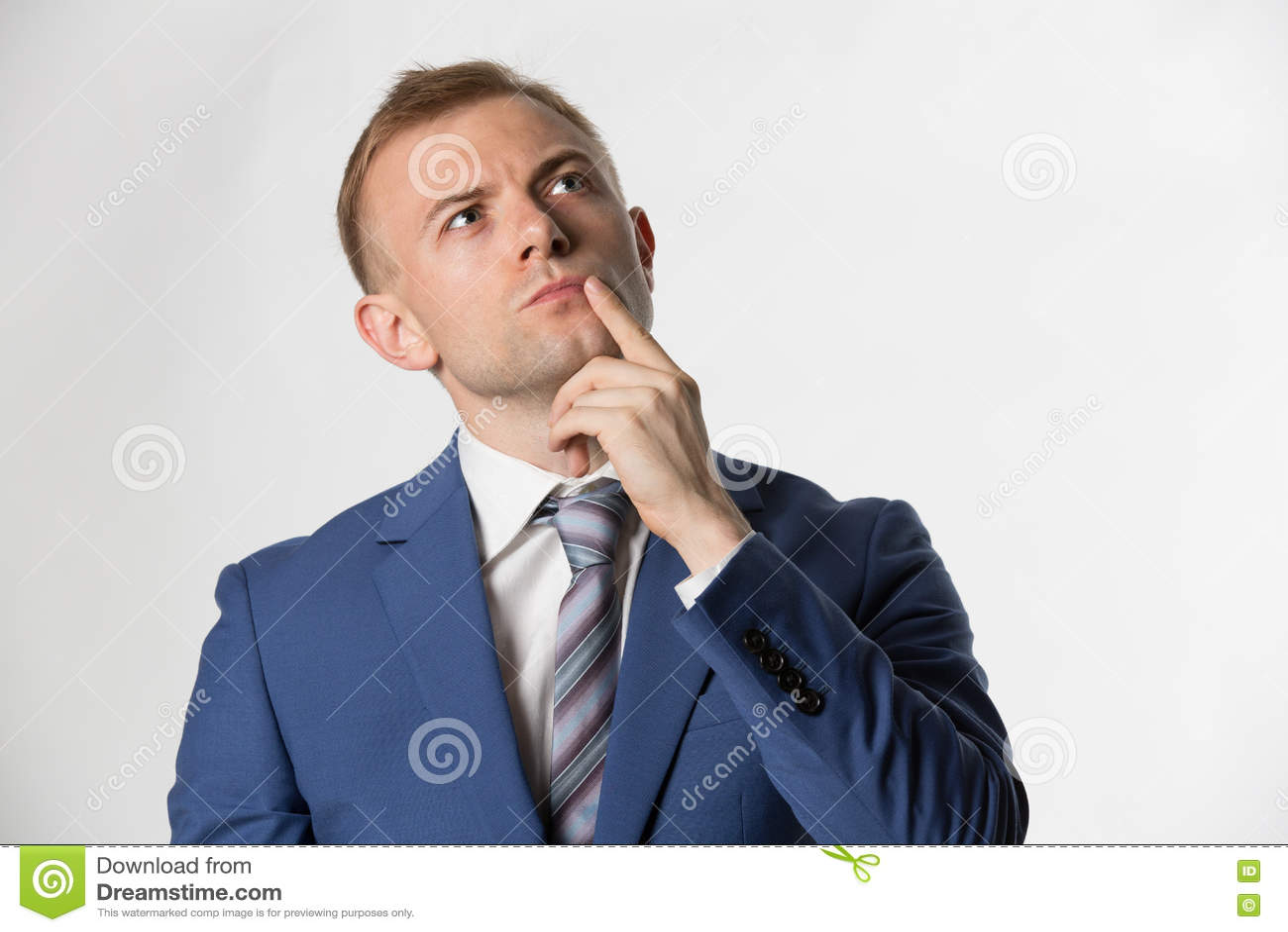 Affärsman med fingret på att tänka för framsida