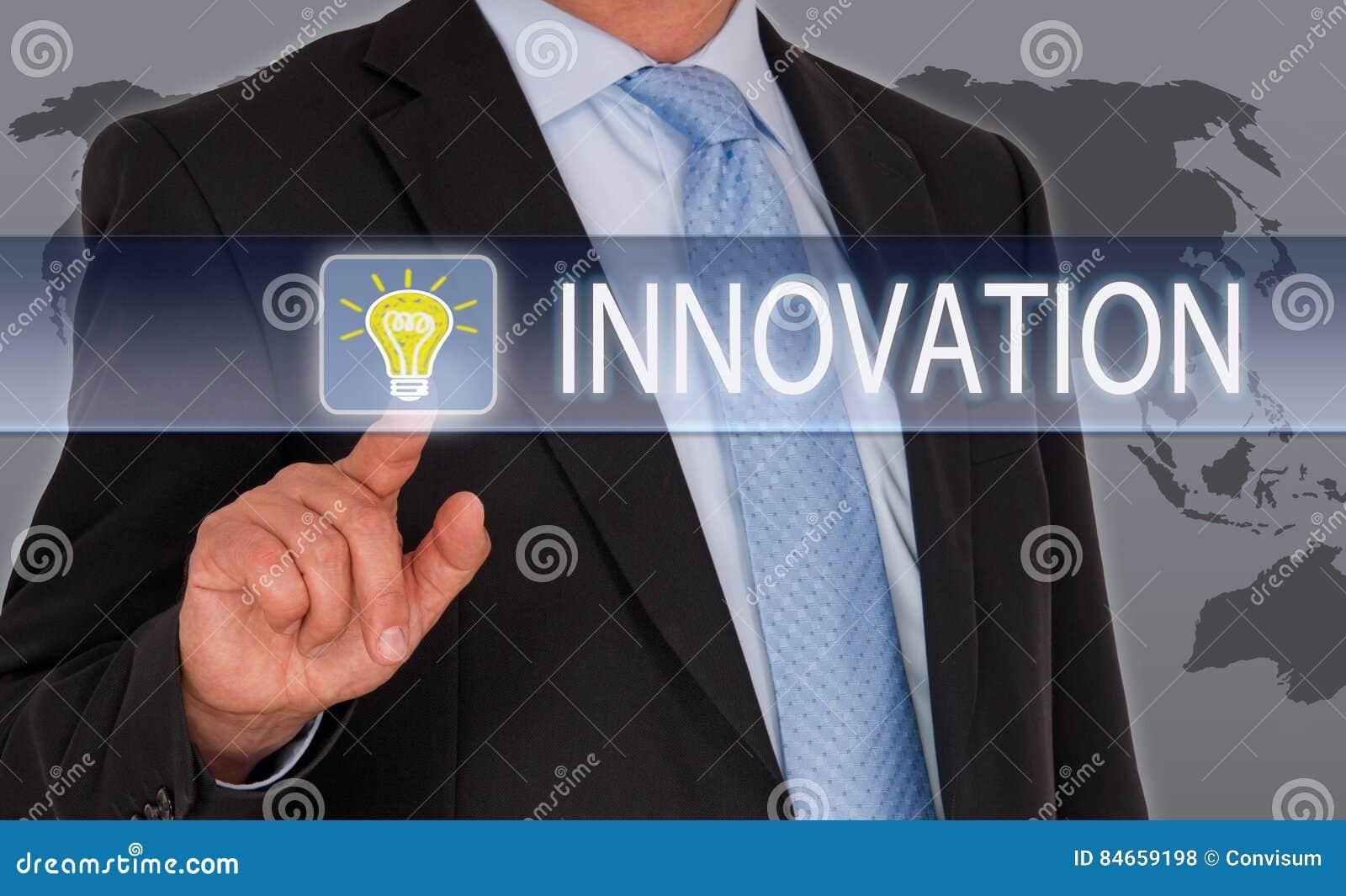 Affärsman med innovationpekskärmen