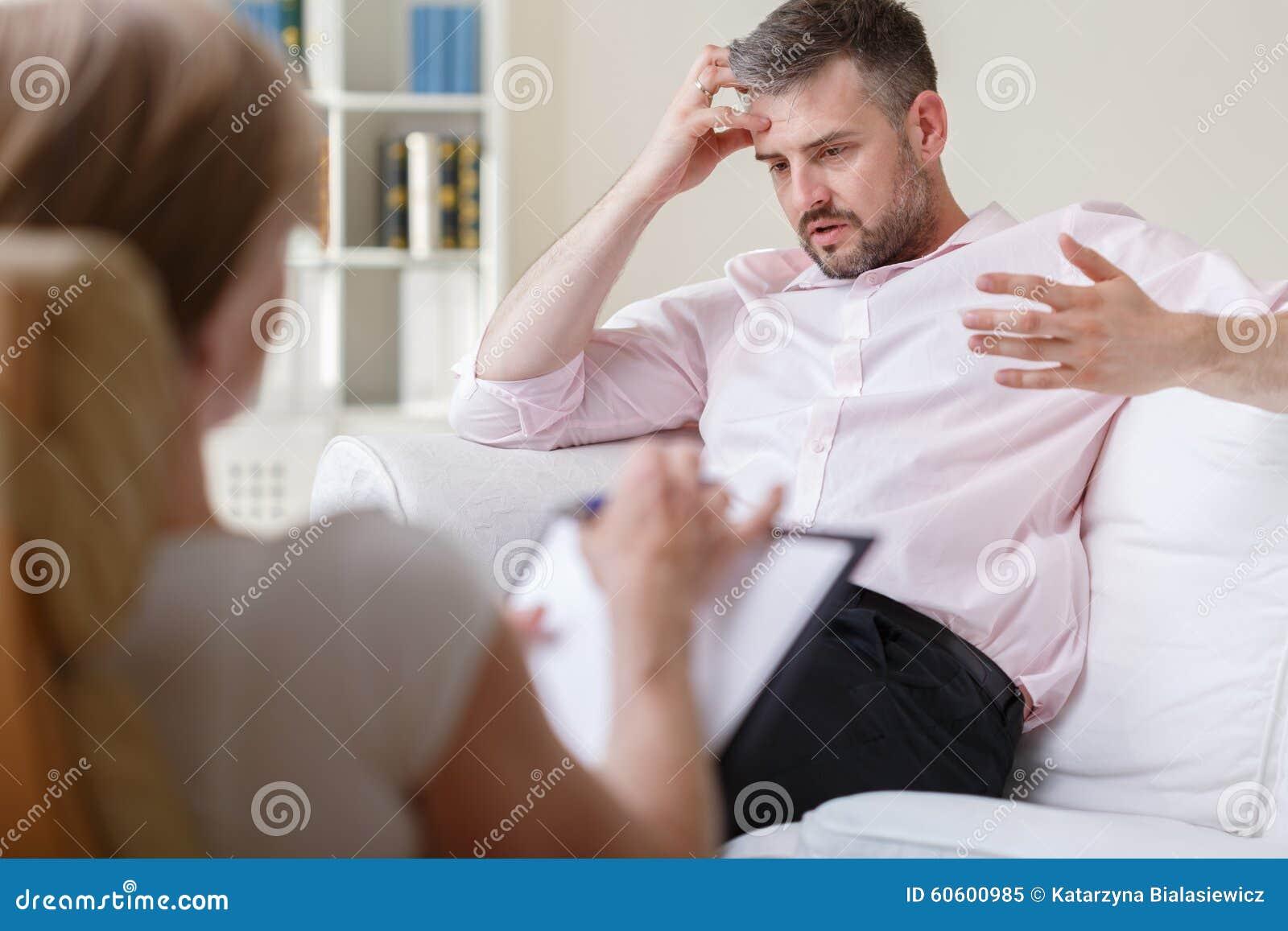 Affärsman på psykoterapiperiod