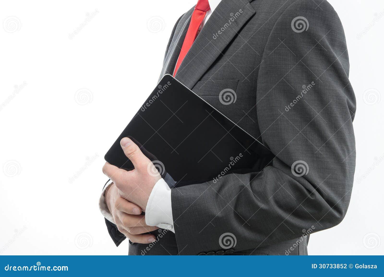 Affärsman som bär den digitala minnestavlan