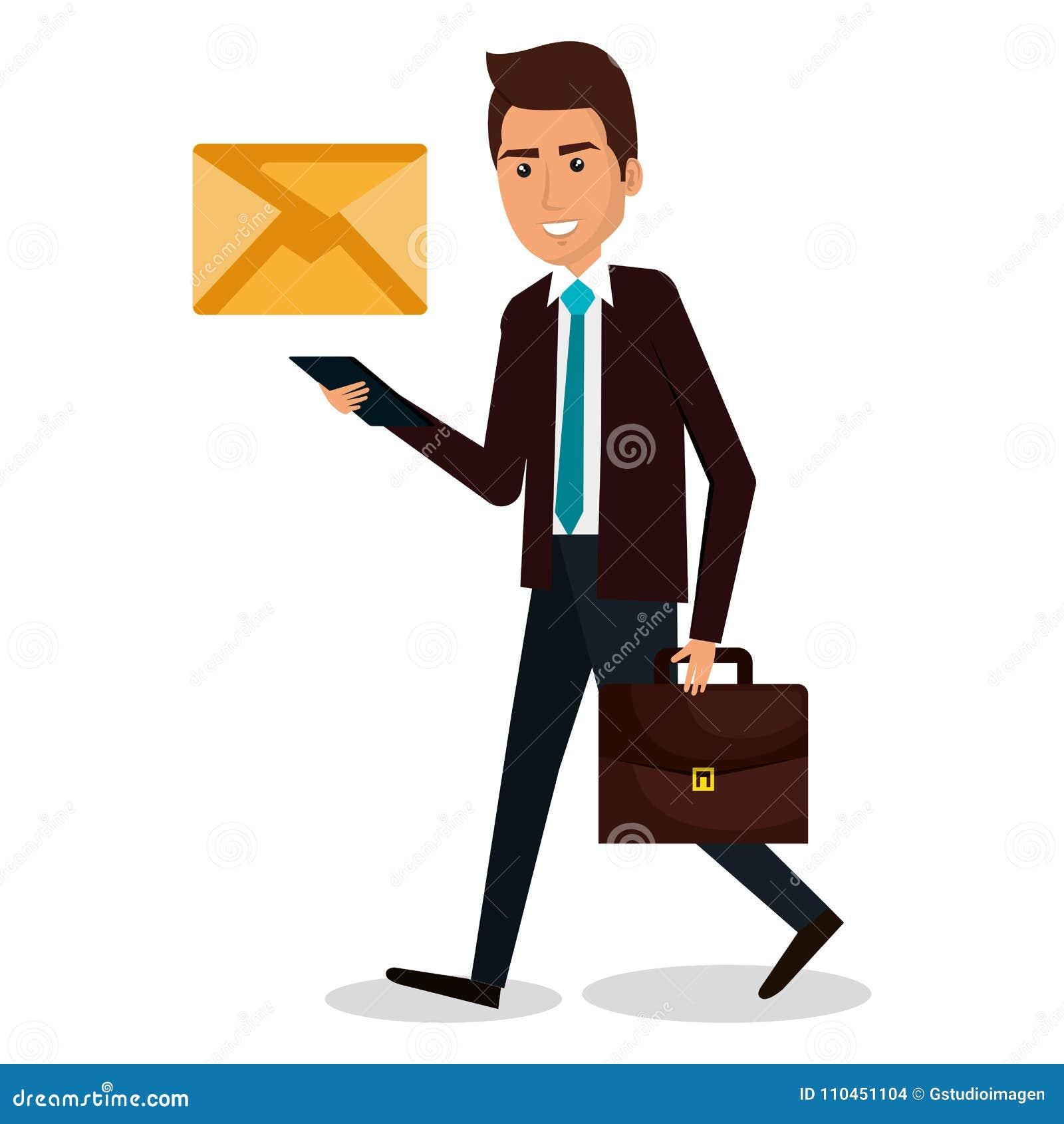 Affärsman som går med portföljen och kuvertet
