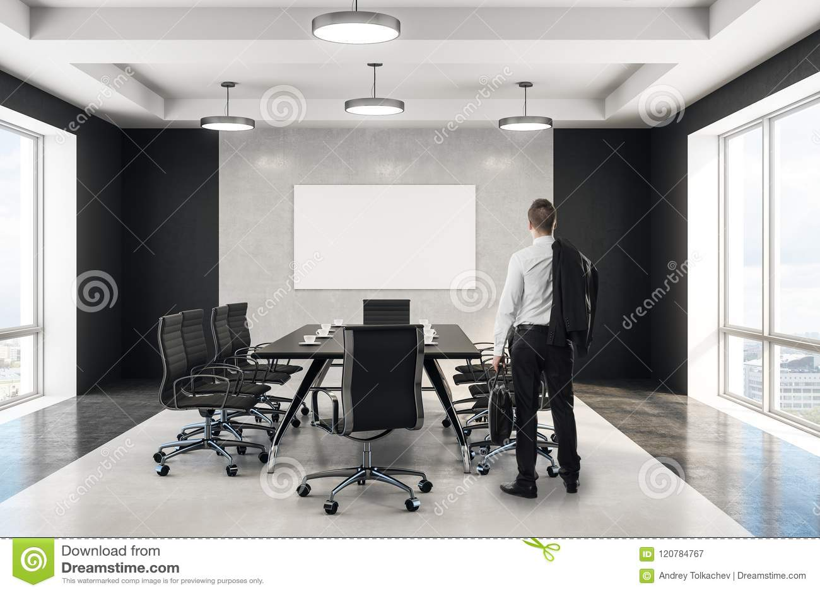 Affärsman som ser den tomma affischen