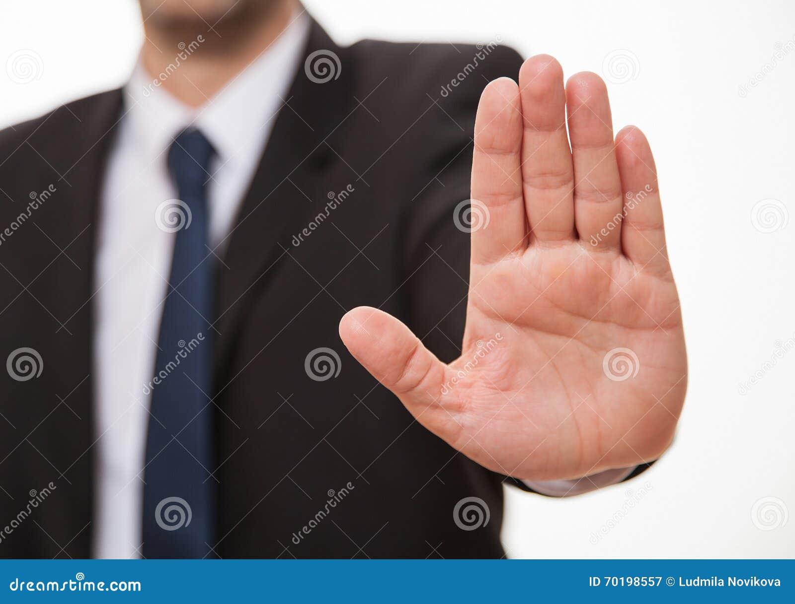 Affärsman som visar ett tecken av stoppet