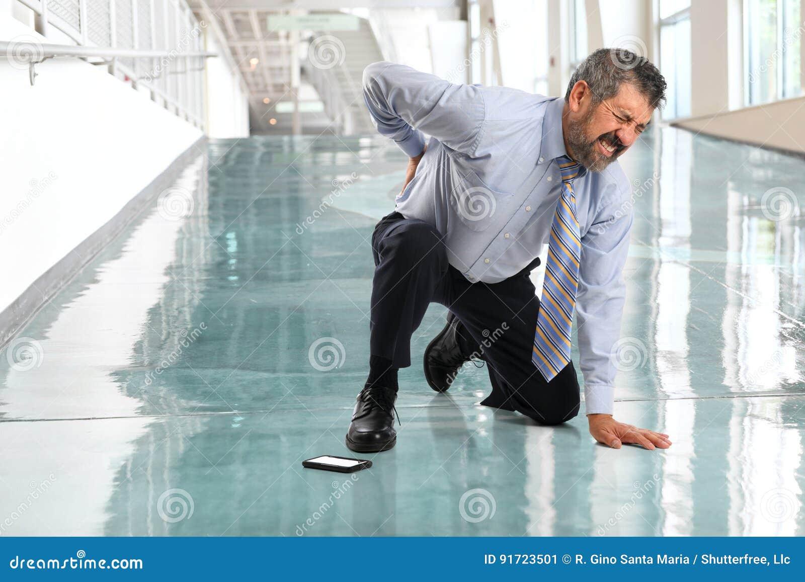 Affärsman Suffering från tillbaka skada