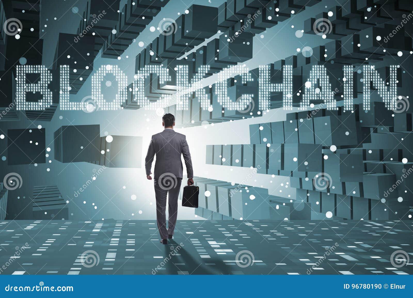 Affärsmannen i blockchaincryptocurrencybegrepp