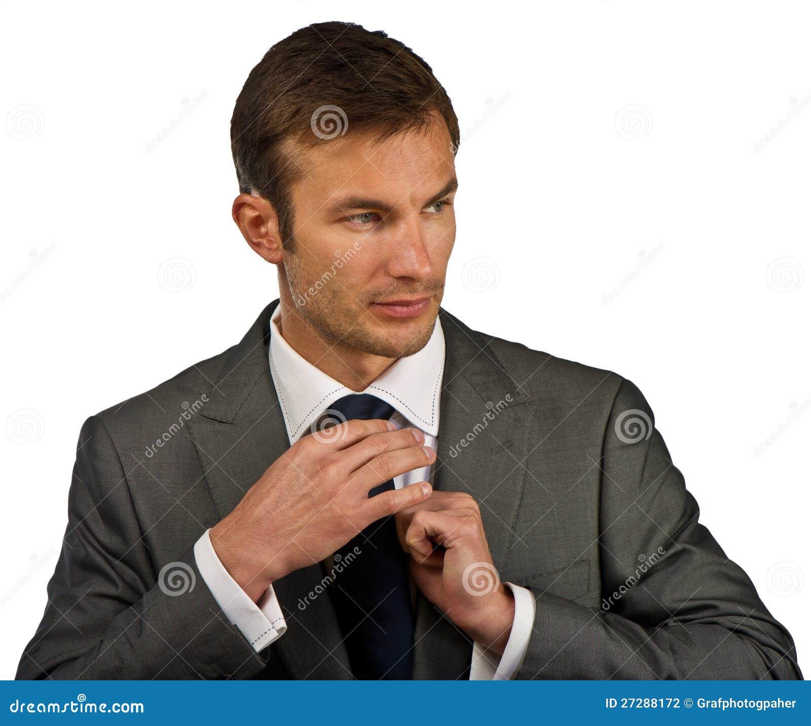 Affärsmannen korrigerar en dräkt