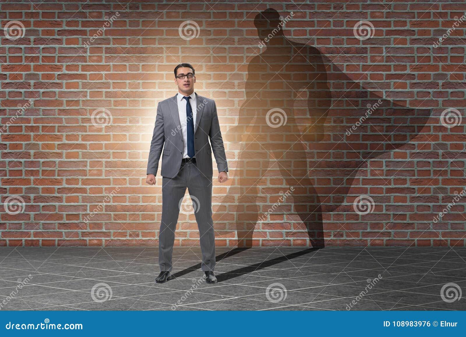 Affärsmannen med ambition av den passande superheroen