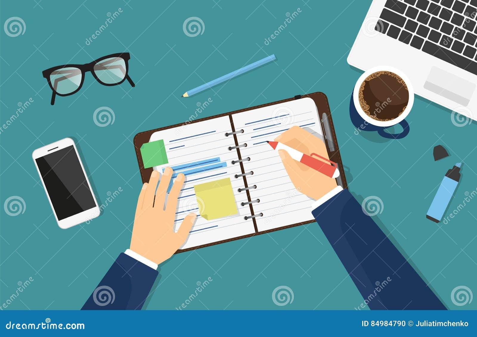 Affärsmannen skriver ner en anmärkning i anteckningsboken eller dagboken